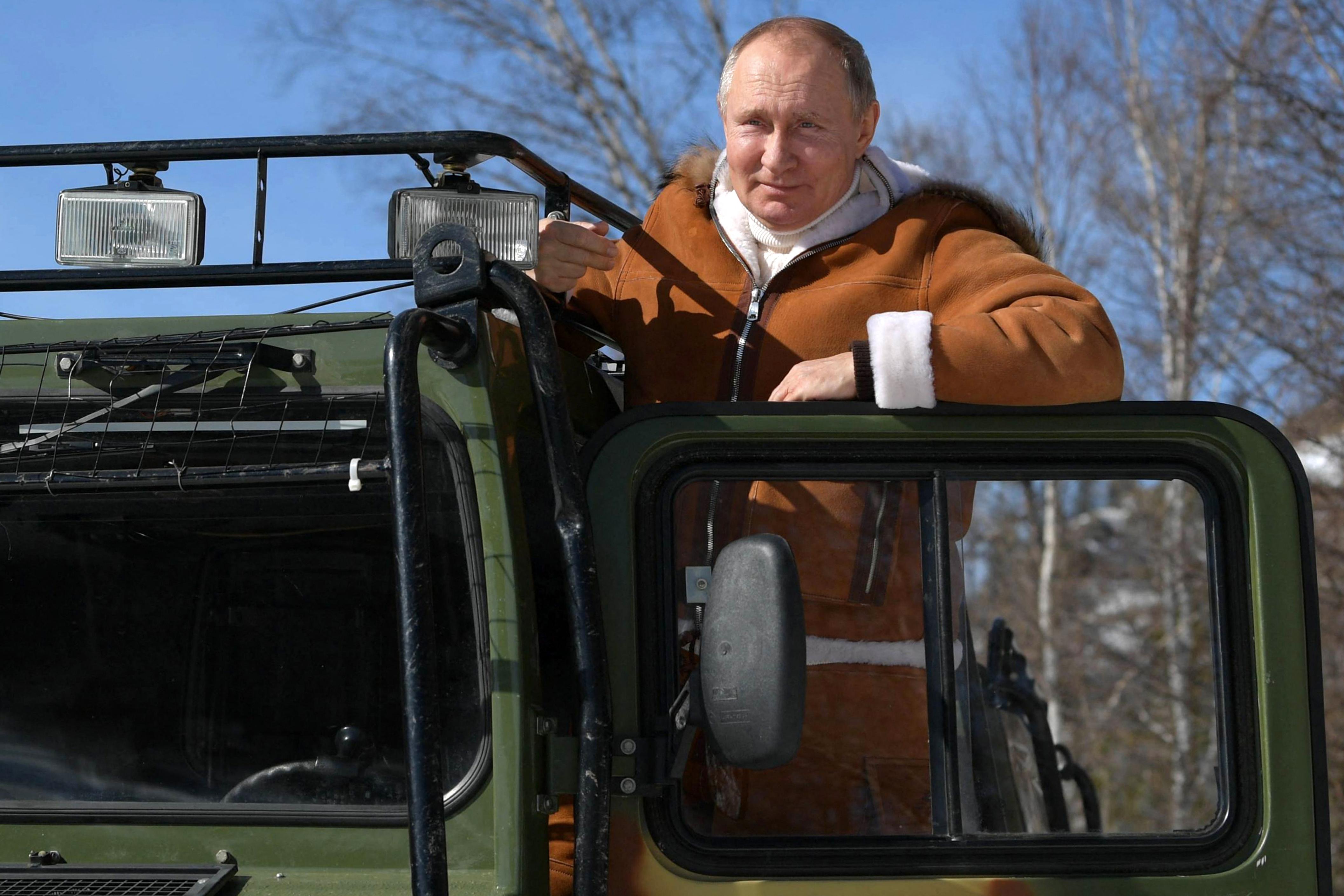 Putyin szerint a Szputnyik V annyira hatásos, mint a Kalasnyikov gépkarabély