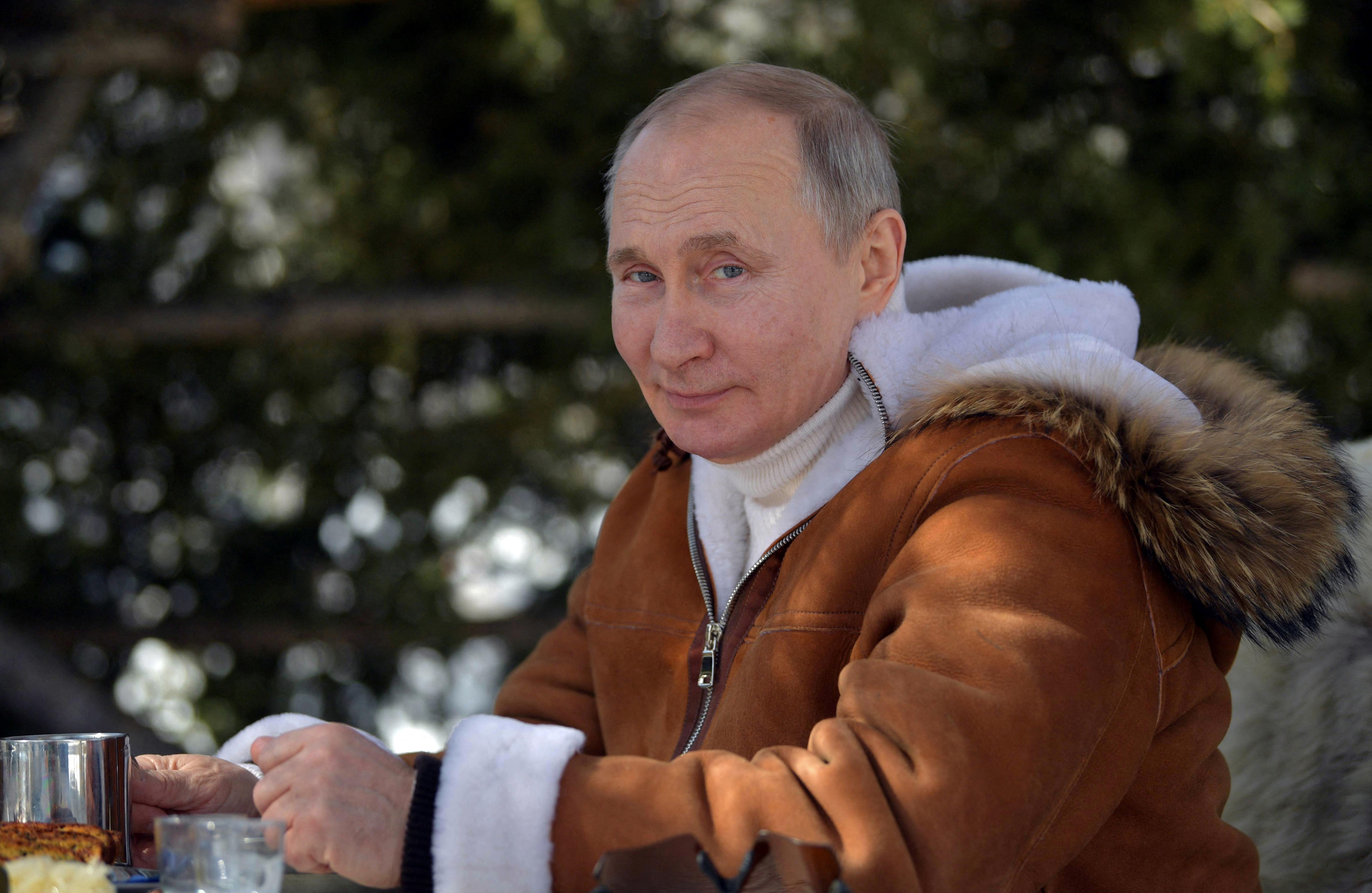 Putyin a hétvégén kiruccant Szibériába, hogy pózoljon a lánctalpas terepjárójával