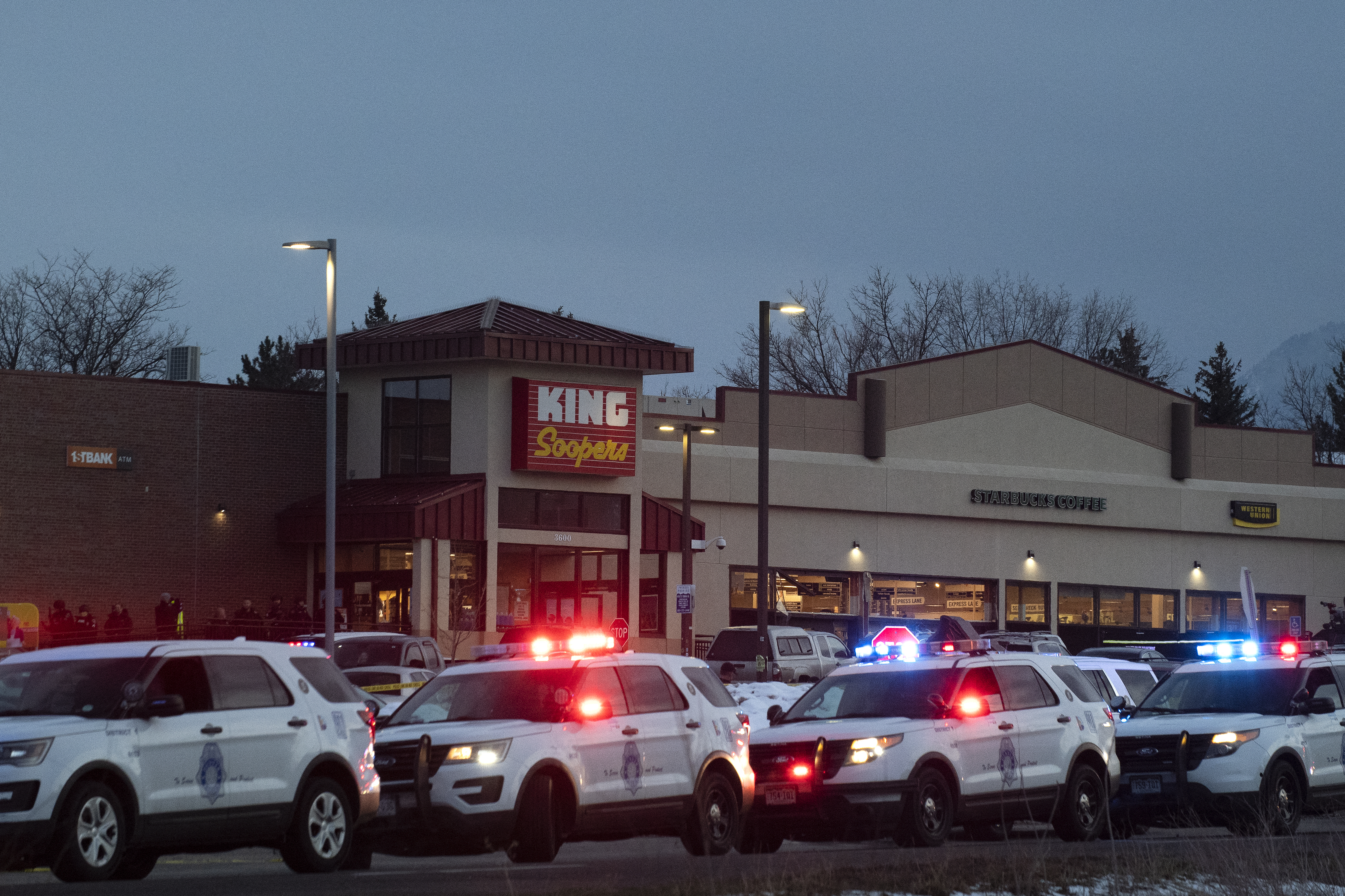 Tíz embert lőtt le egy férfi egy coloradói szupermarketben