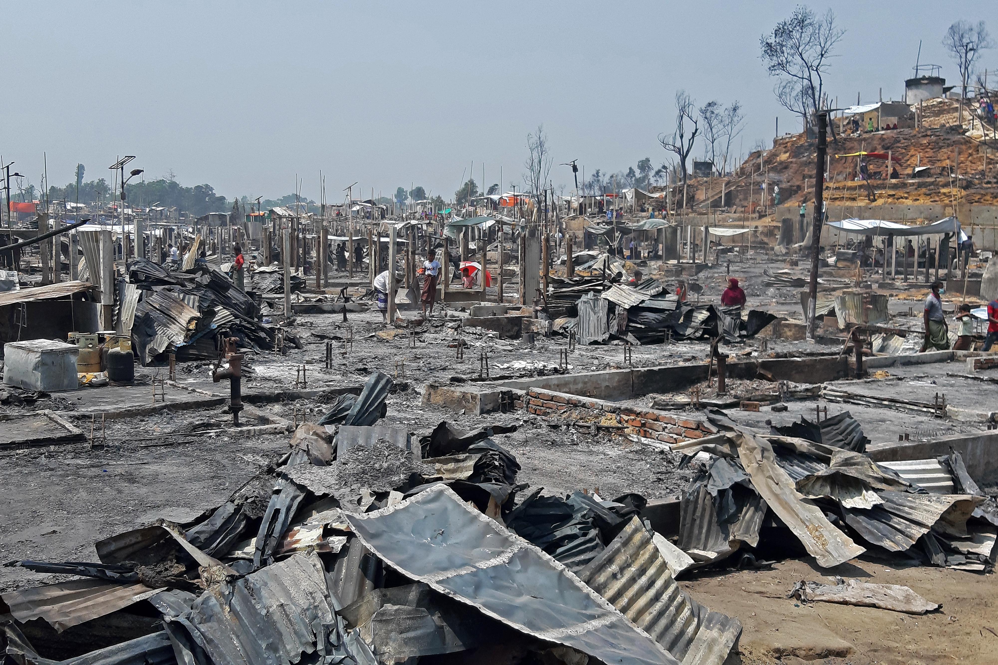 15 ember meghalt, 400 pedig eltűnt a bangladesi rohingya menekülttáborban keletkezett tűz miatt
