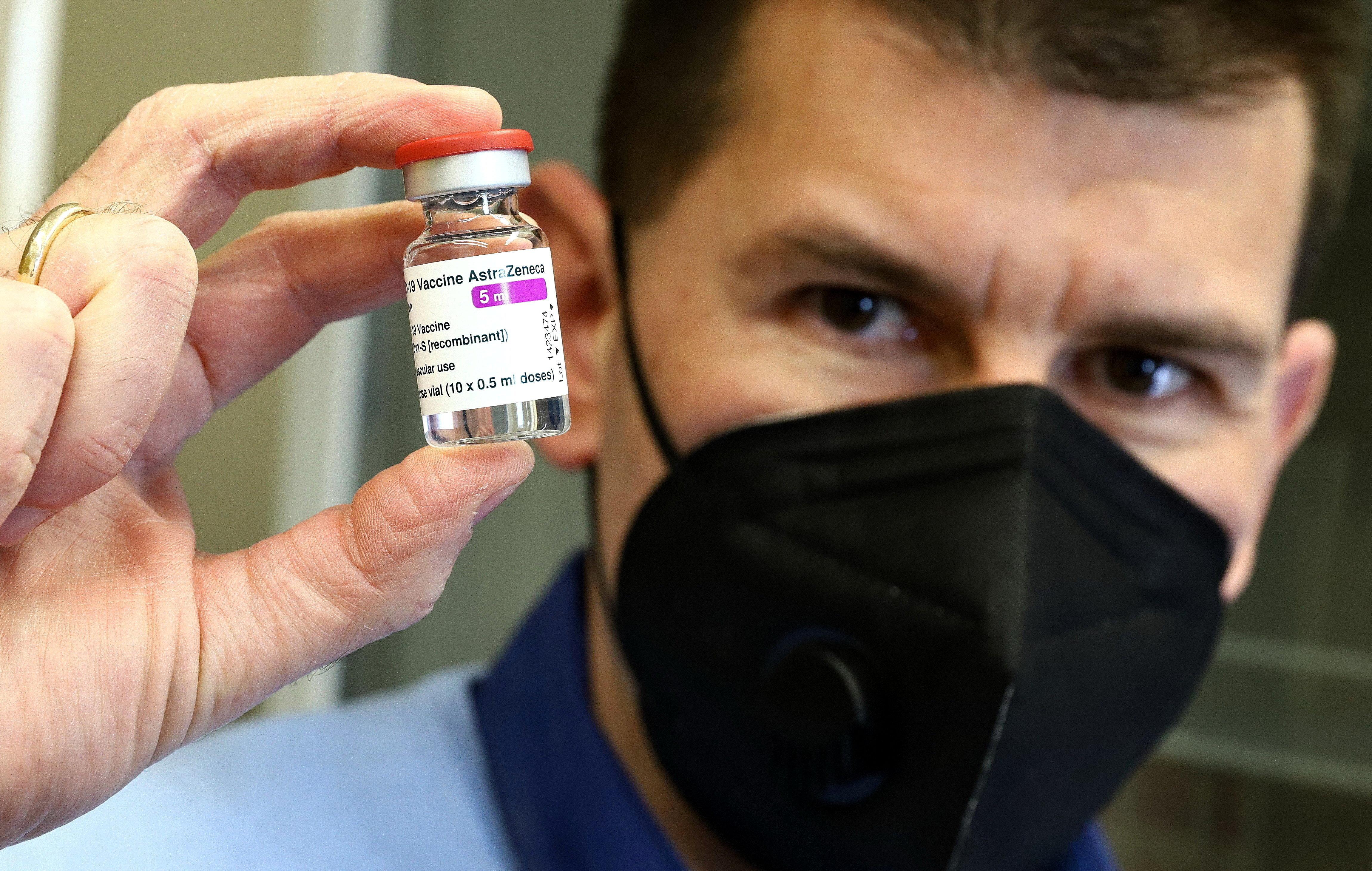 Európai Gyógyszerügynökség: A vérrögképződés az AstraZeneca nagyon ritka mellékhatása