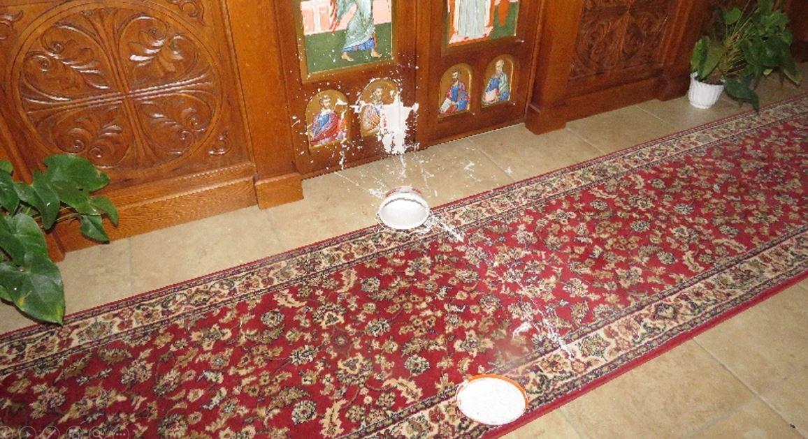 Elfogták a gödöllői templomban kegytárgyakat összefestékező és gyújtogató férfit
