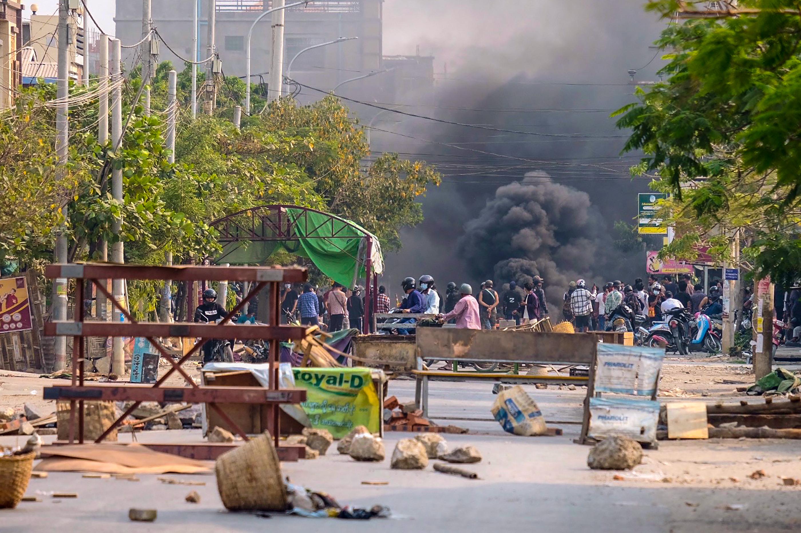 Hétéves gyereket lőttek le Mianmarban egy razzia során