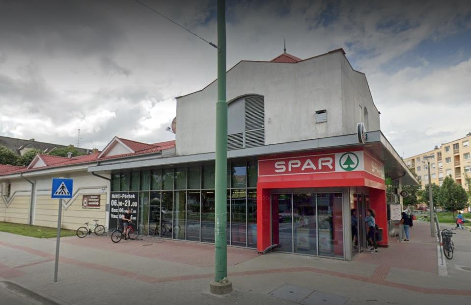 Két férfi összeveszett egy boltban a távolságtartás megszegése miatt, rendőrt kellett hívni