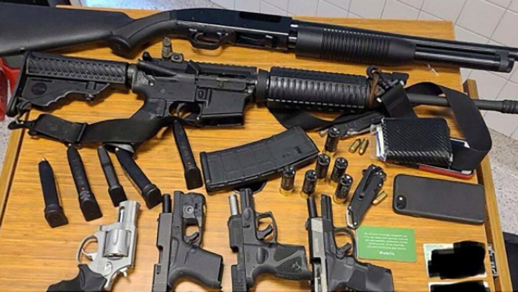 Ennyi fegyverrel ment be egy férfi egy atlantai szupermarketbe, szerencsére kiszúrta valaki