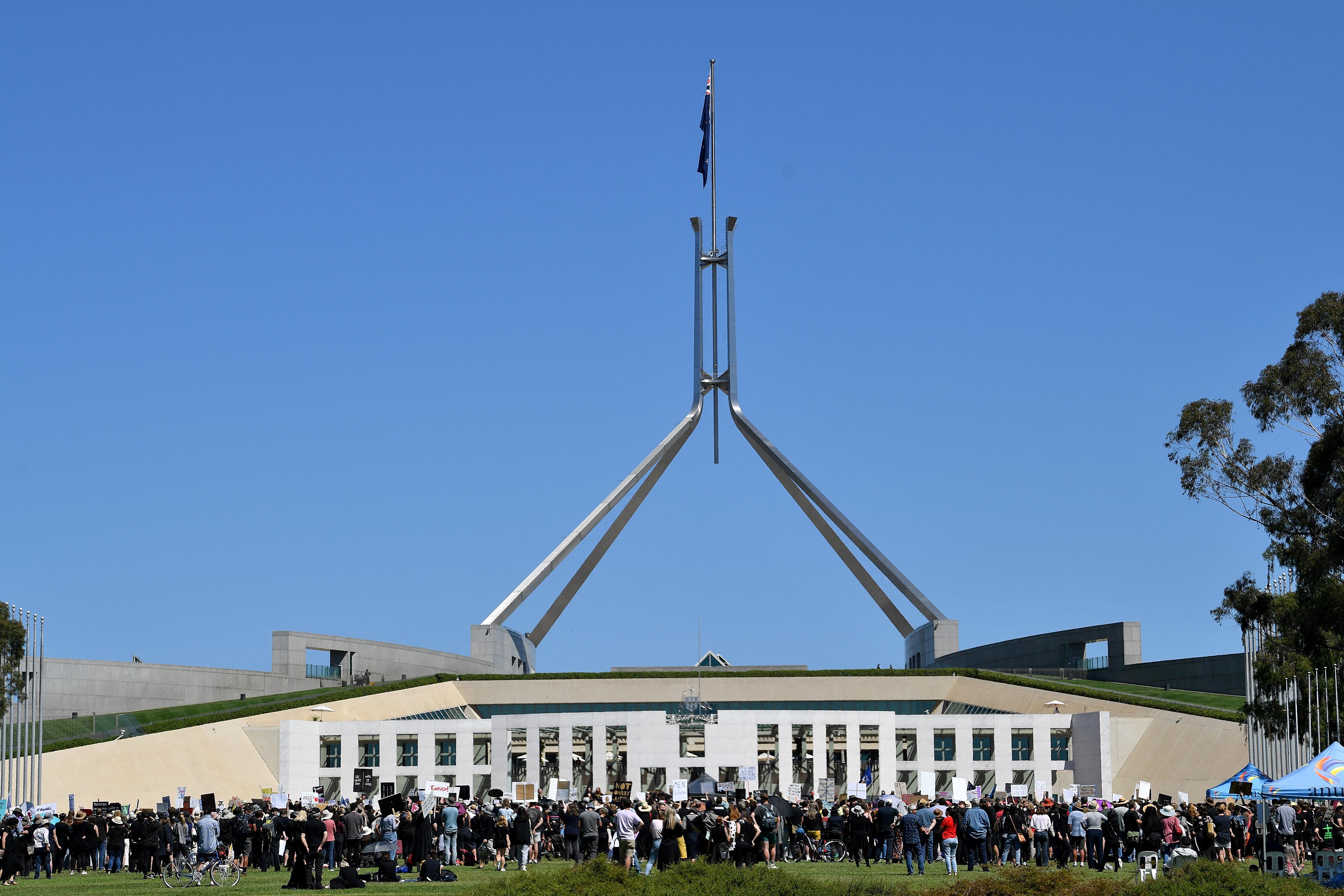 Ausztrál parlamenti botrány: egy kormánypárti képviselőt online zaklatással vádolnak