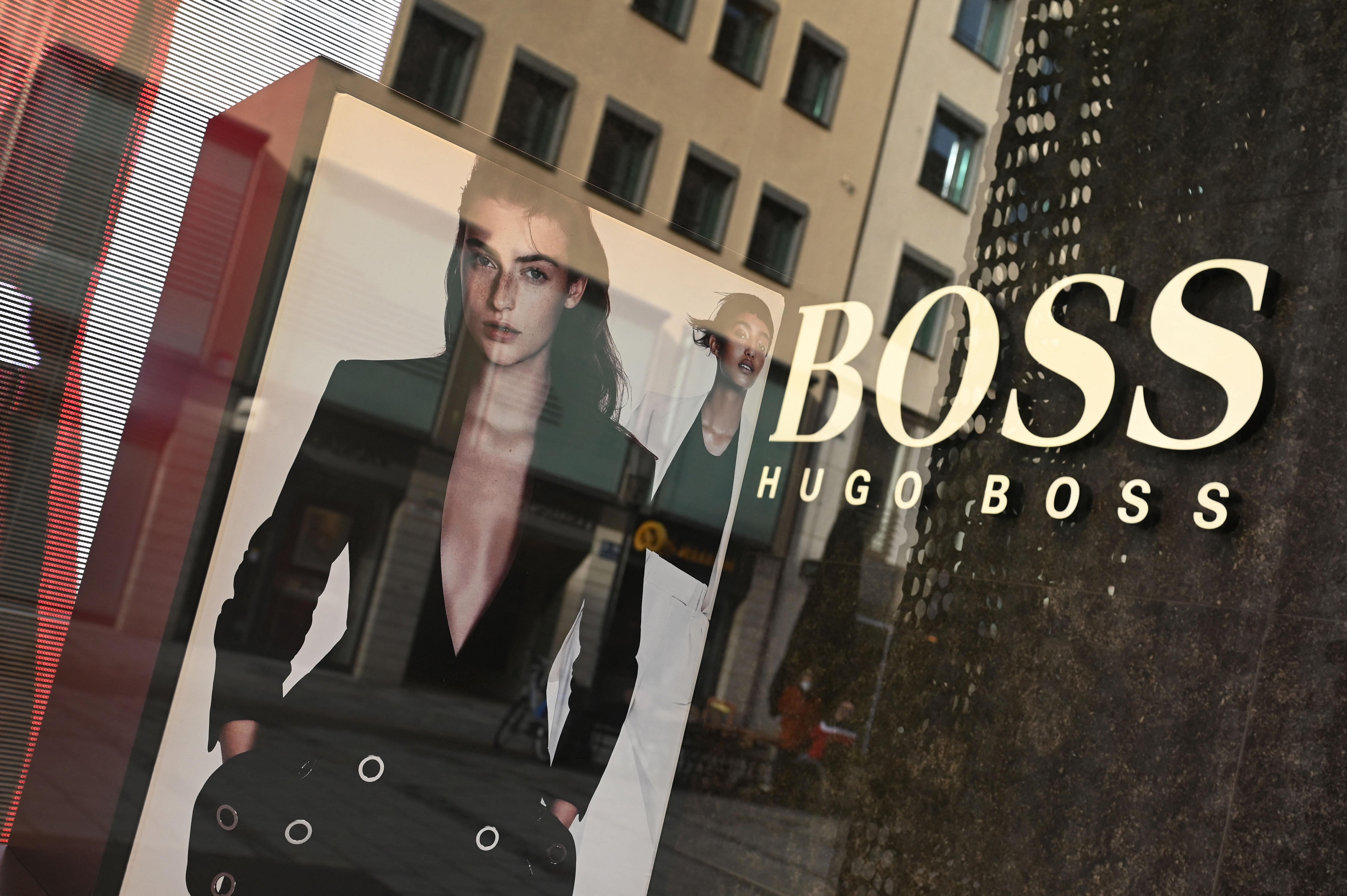 A Hugo Boss azt mondja kínai vevőinek, hogy továbbra is vásárol pamutot Hszincsiangból, Európában viszont, azt, hogy soha nem is vásárolt
