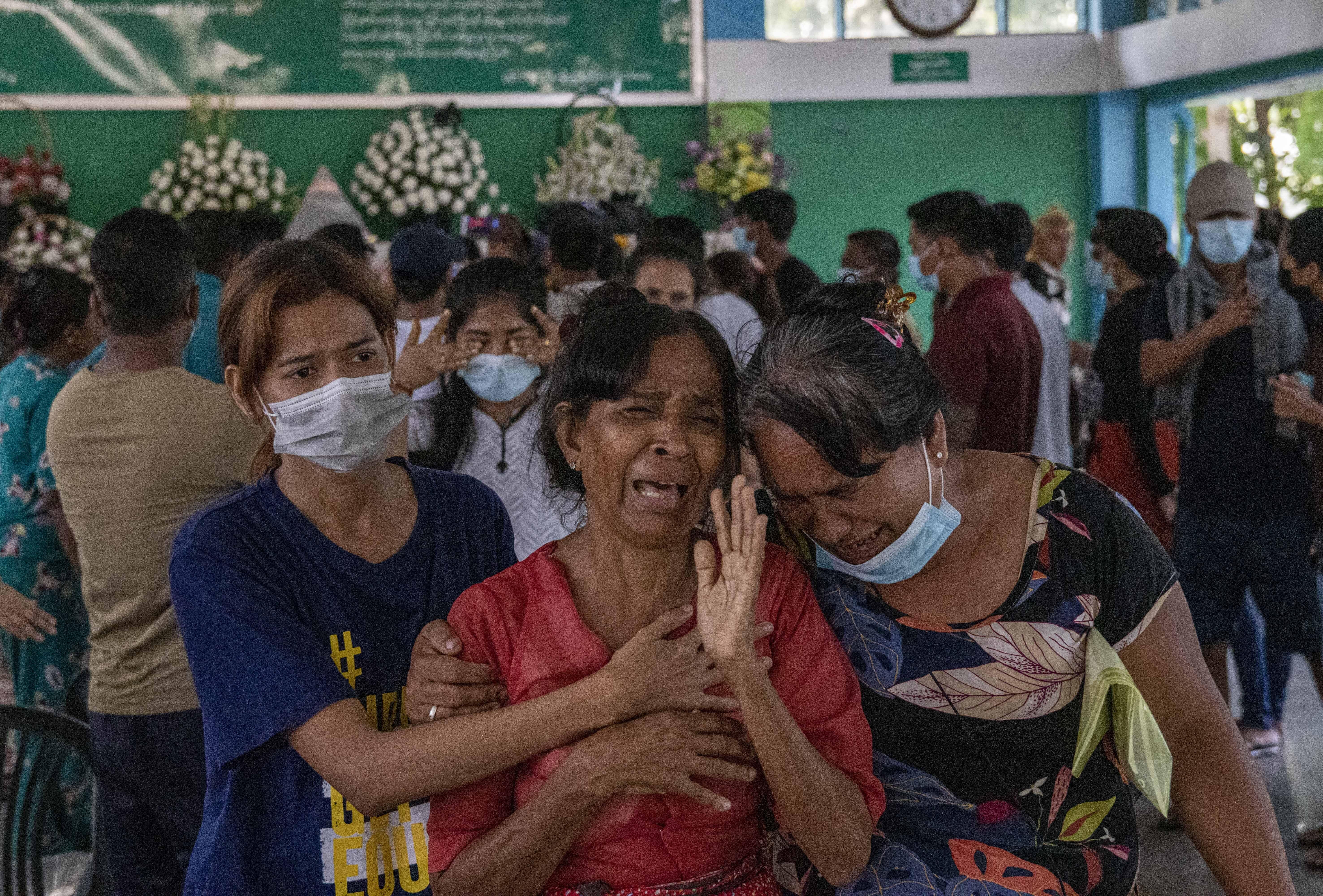 Egy tegnap meggyilkolt tüntető temetésén is tüzet nyitottak a mianmari katonák