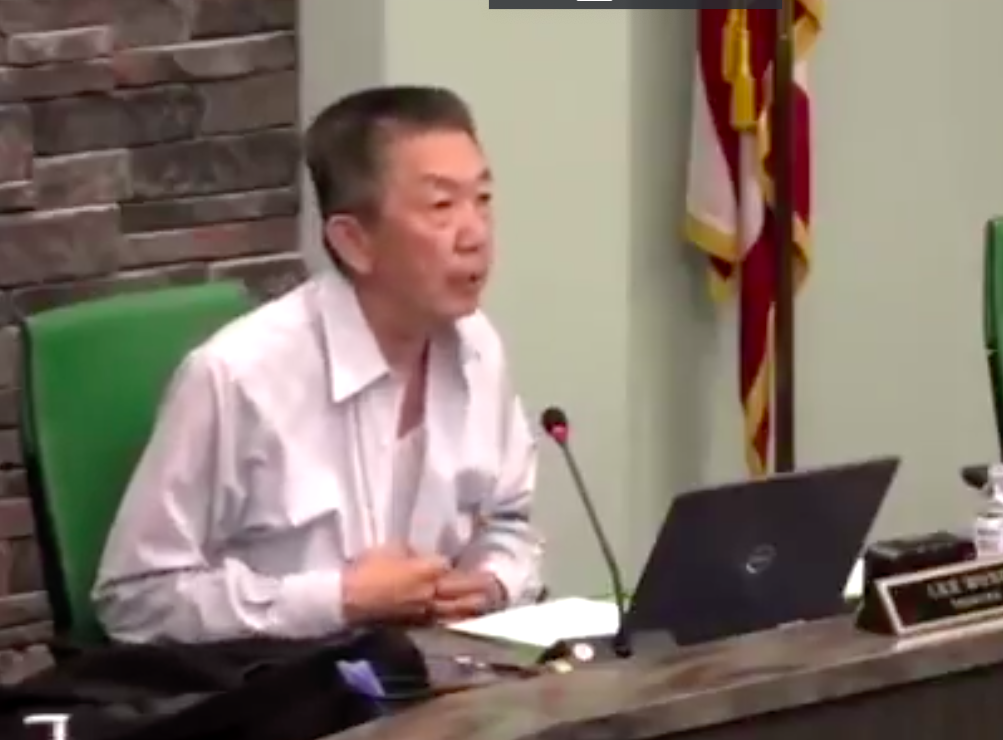 Ez elég hazafias? - kérdezte az ingét kigomboló ázsiai származású amerikai veterán egy videókonferencián
