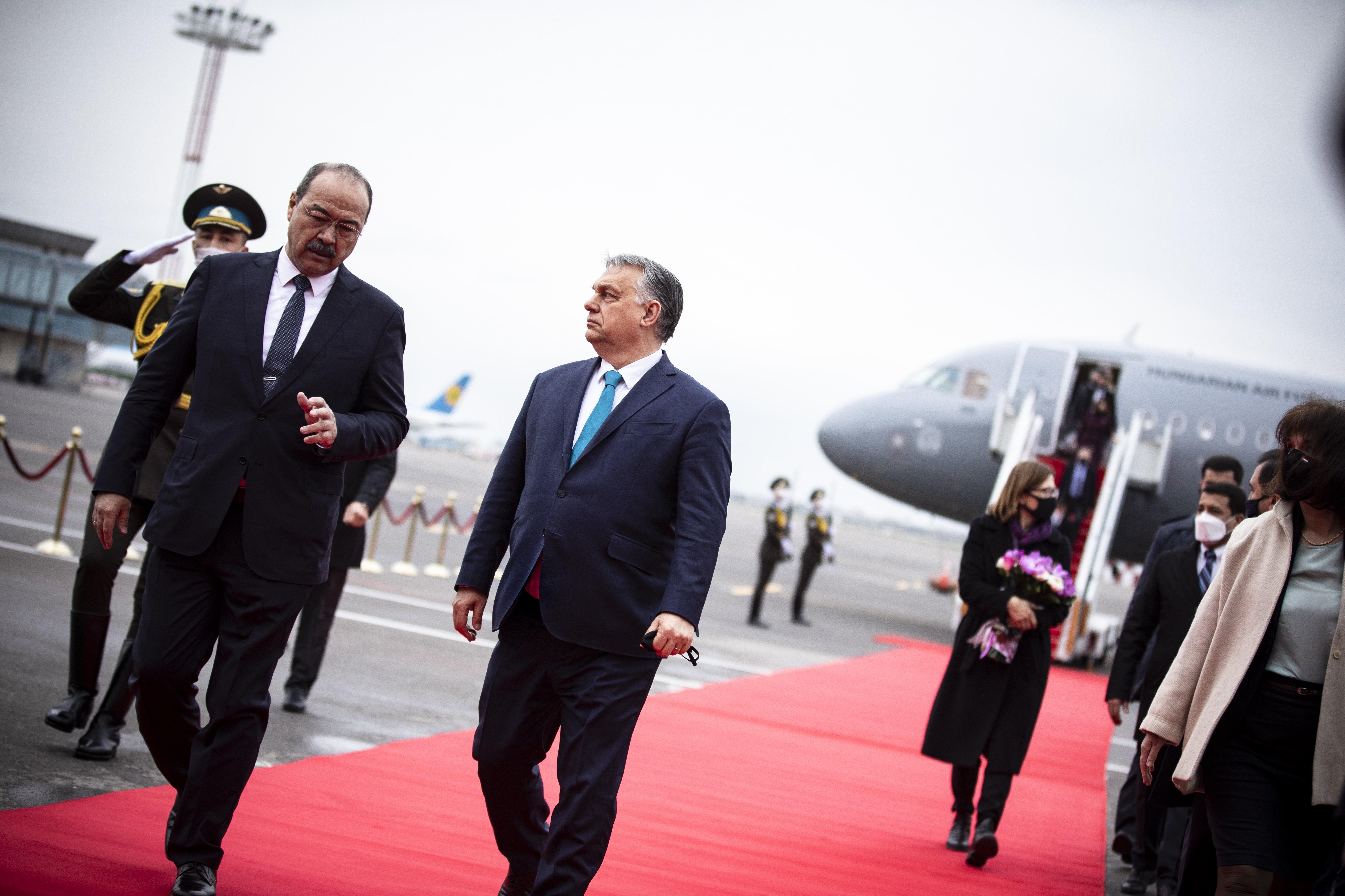 Tombol a harmadik a hullám, Orbán Üzbegisztánba utazott
