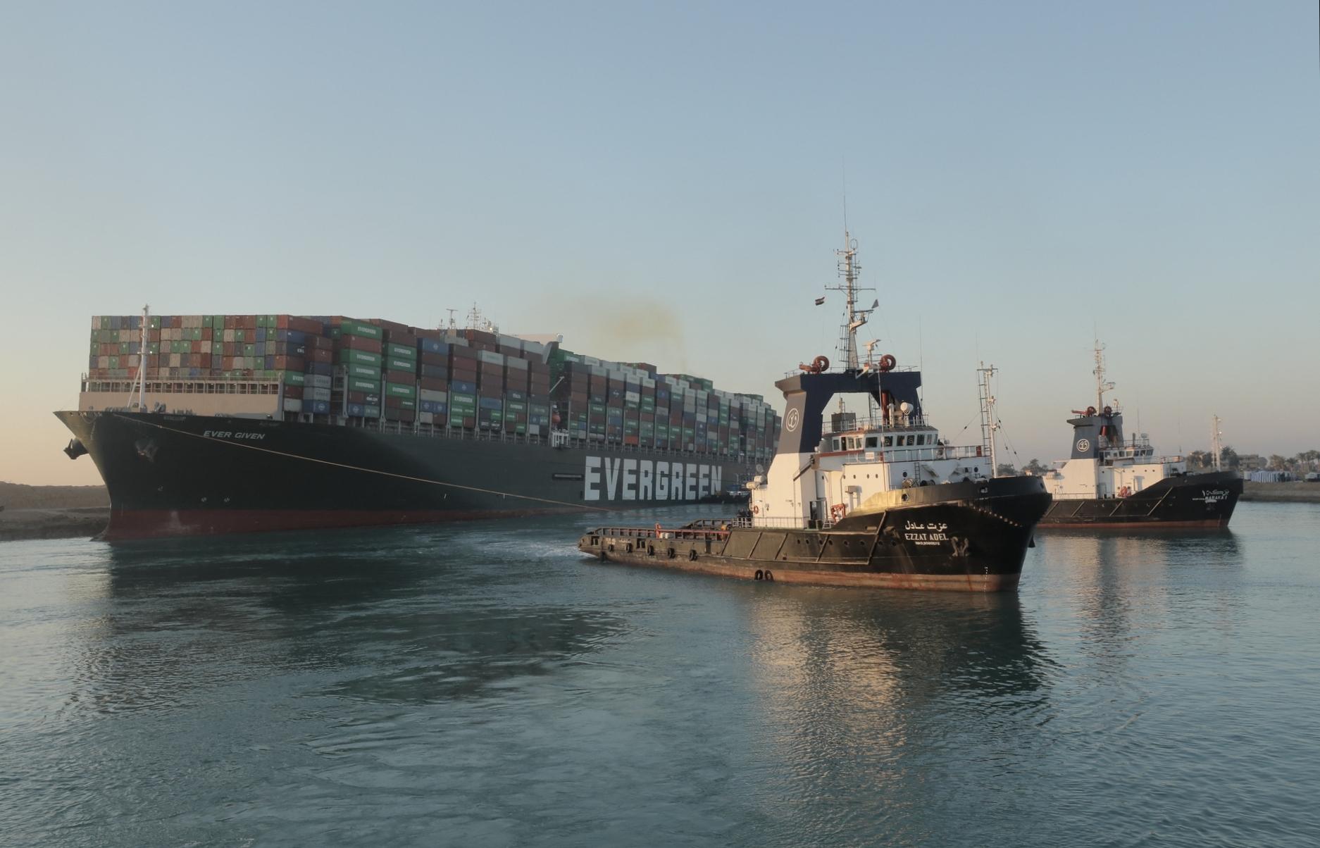 Visszaáll a rend a Szuezi-csatornán