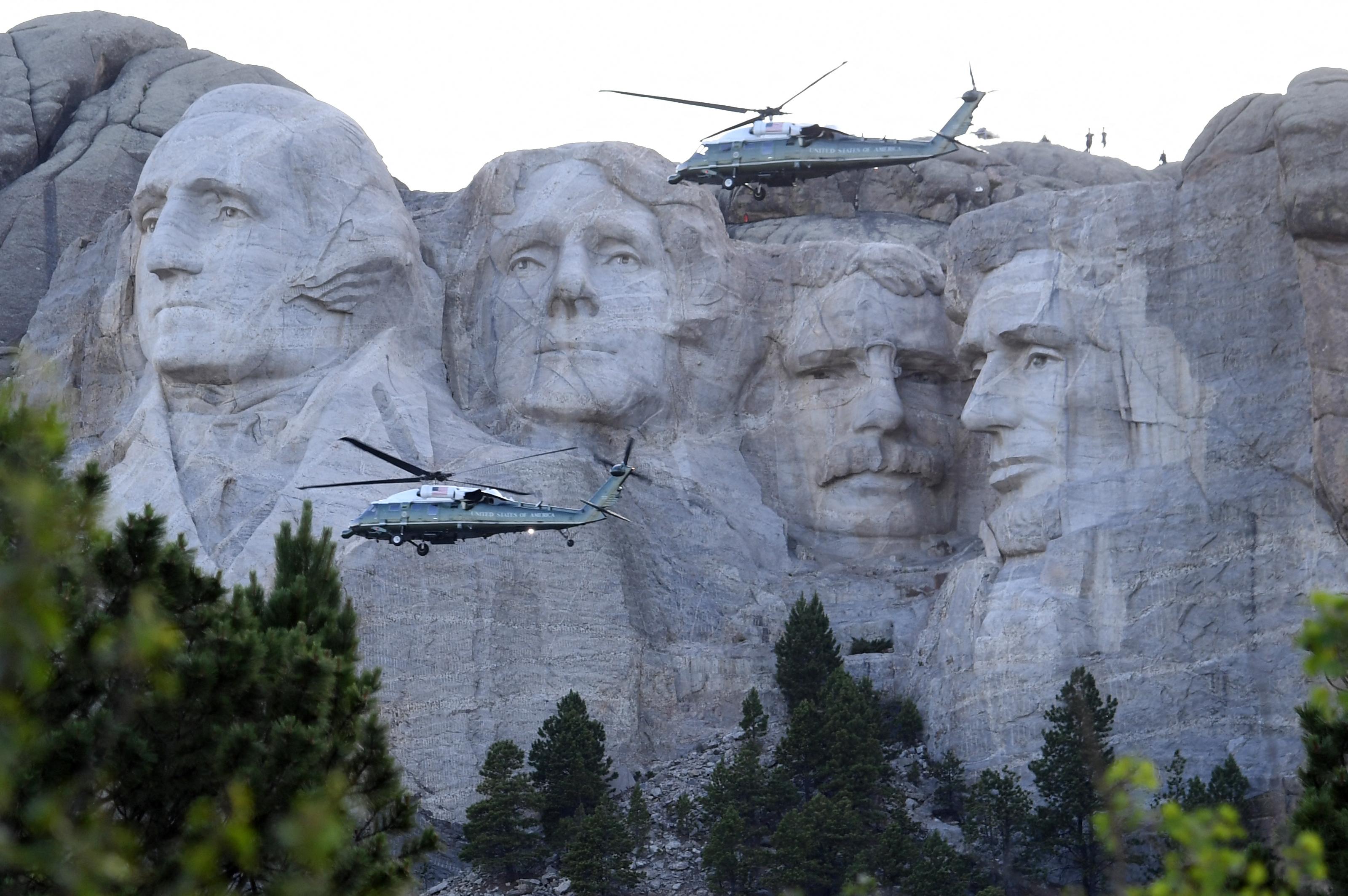 Tűzvész pusztít Dél-Dakotában, még a Mount Rushmore-t is lezárták