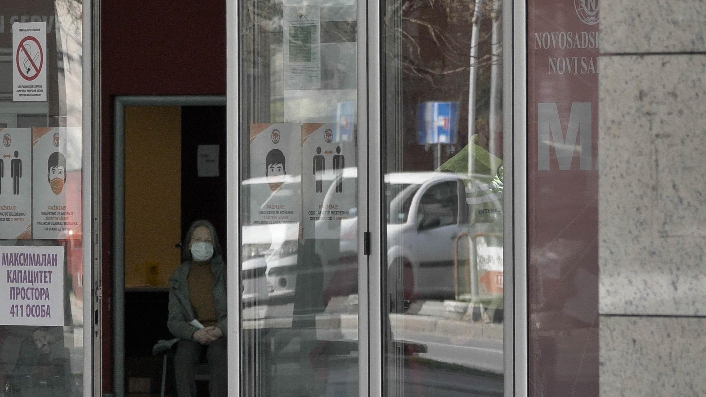 """""""Miért foglalkozik gyógyítással az, aki nem hisz benne?"""" - kérdezi az oltást megtagadó orvosoktól a szerb miniszter"""