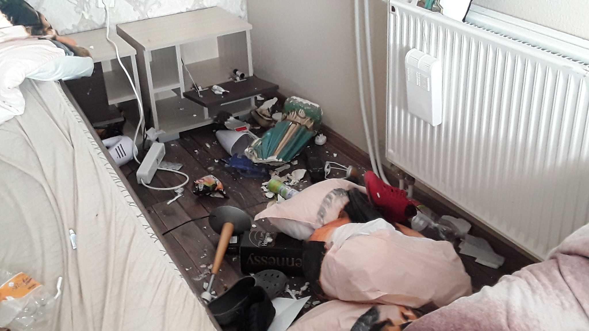 Megcsalták, bárddal esett neki a párja házának