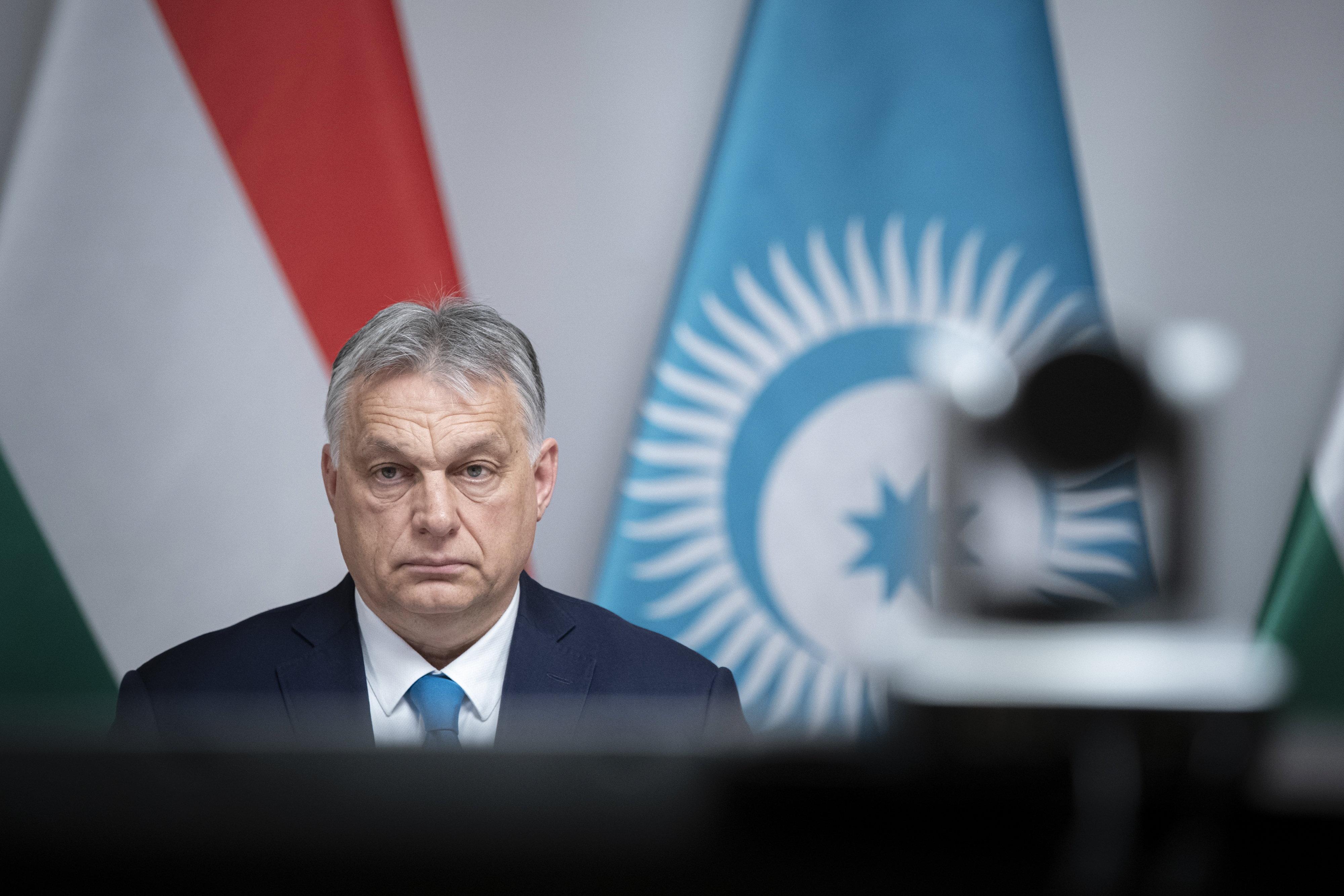 A kormány benyújtotta Orbán népszavazási kérdéseit