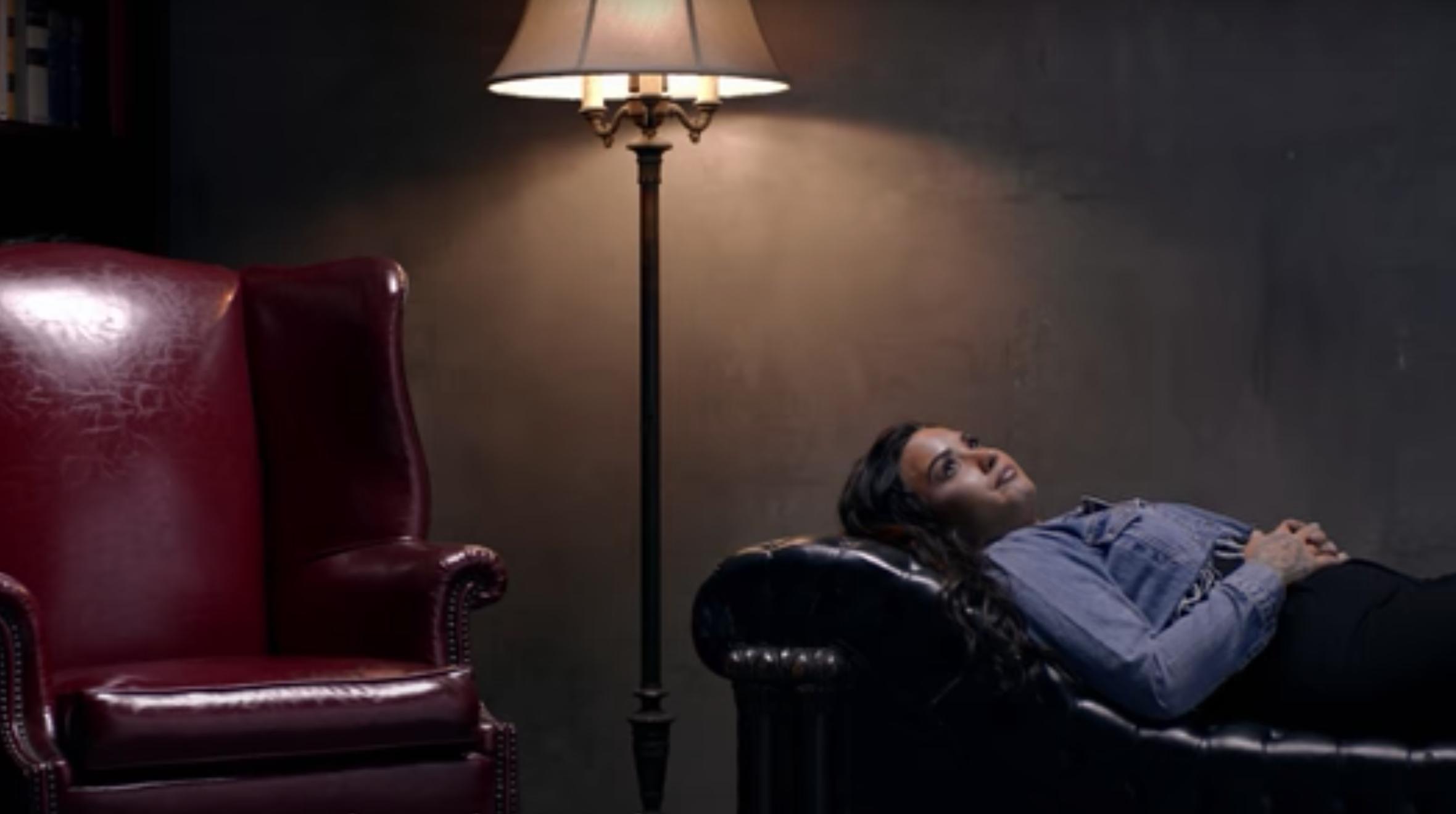 Demi Lovato három évvel majdnem halálos herointúladagolása után újra iszik és füvezik