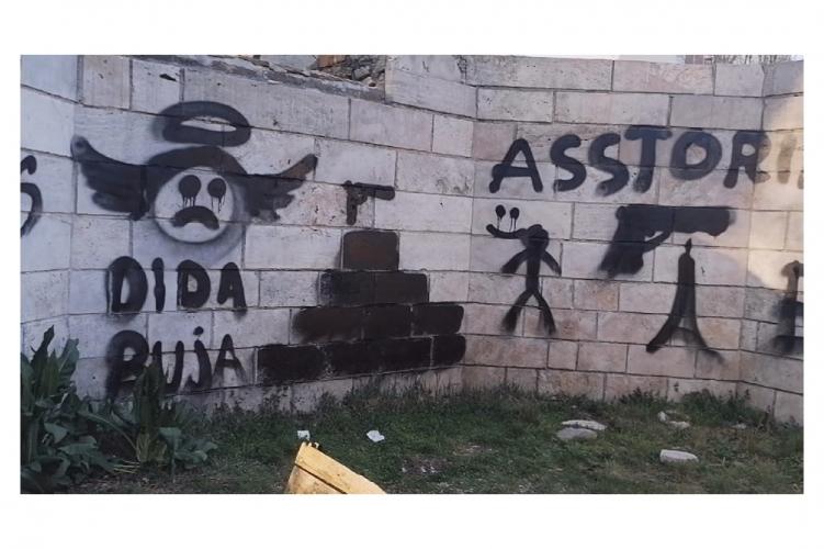 Ókori emlékműre graffitiztek a III. kerületben