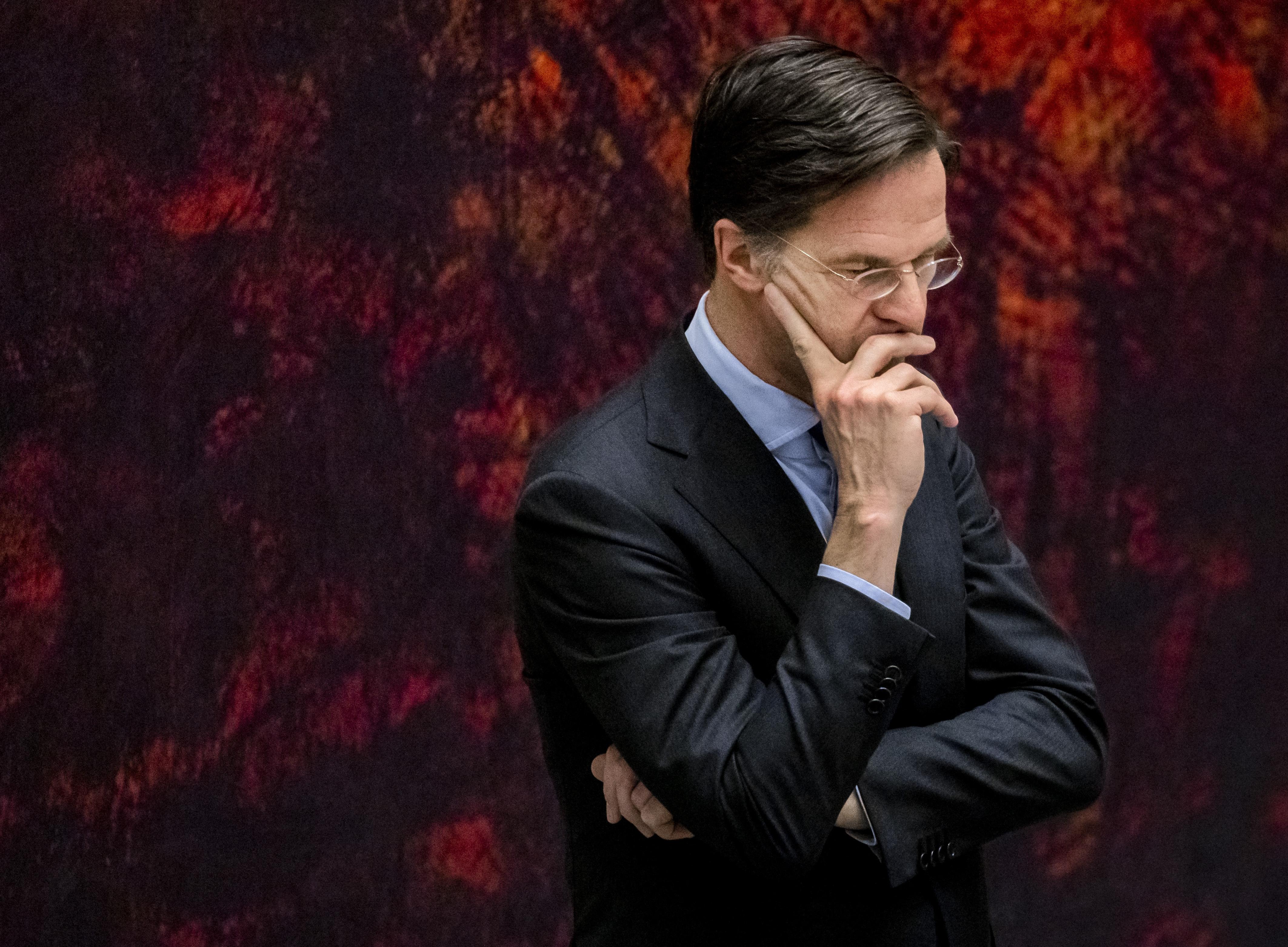 Mark Rutte túlélte a bizalmatlansági szavazást a holland parlamentben, de egyáltalán nem biztos, hogy kormányt alakíthat