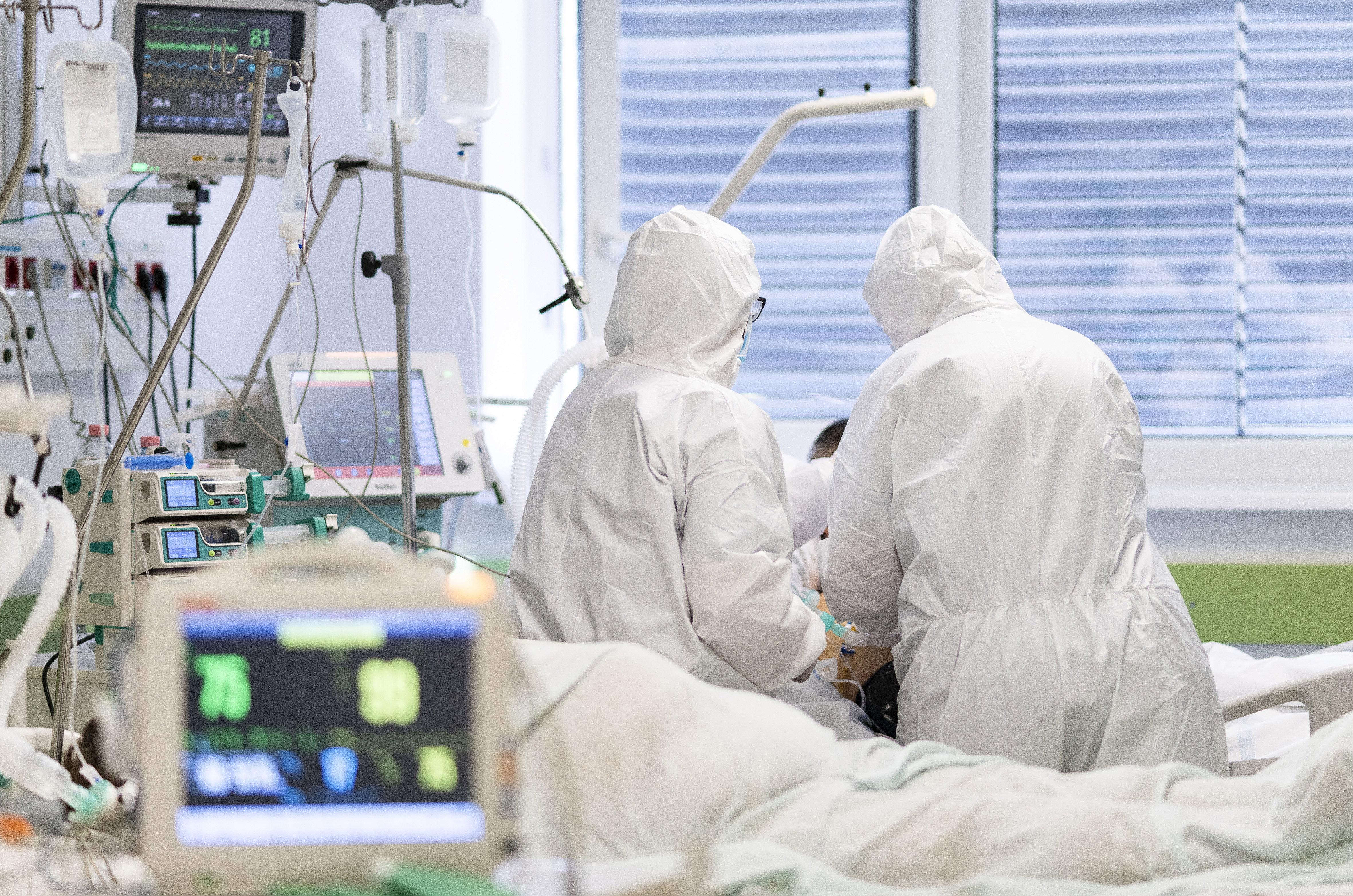 Ismét rekordot döntött az elhunytak száma, 311 újabb áldozatot jelentettek