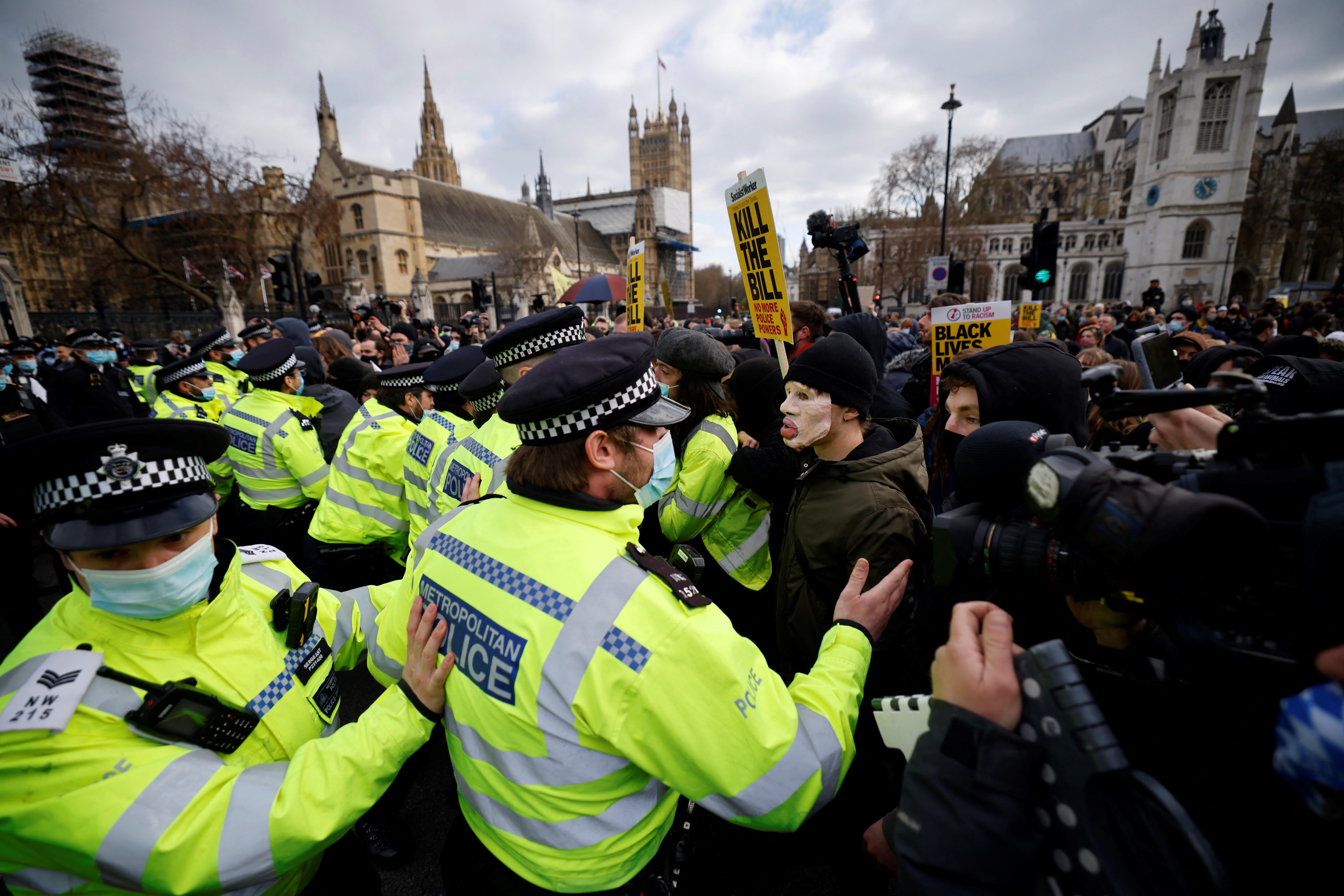 A tüntetések szigorítása ellen tüntettek Angliában