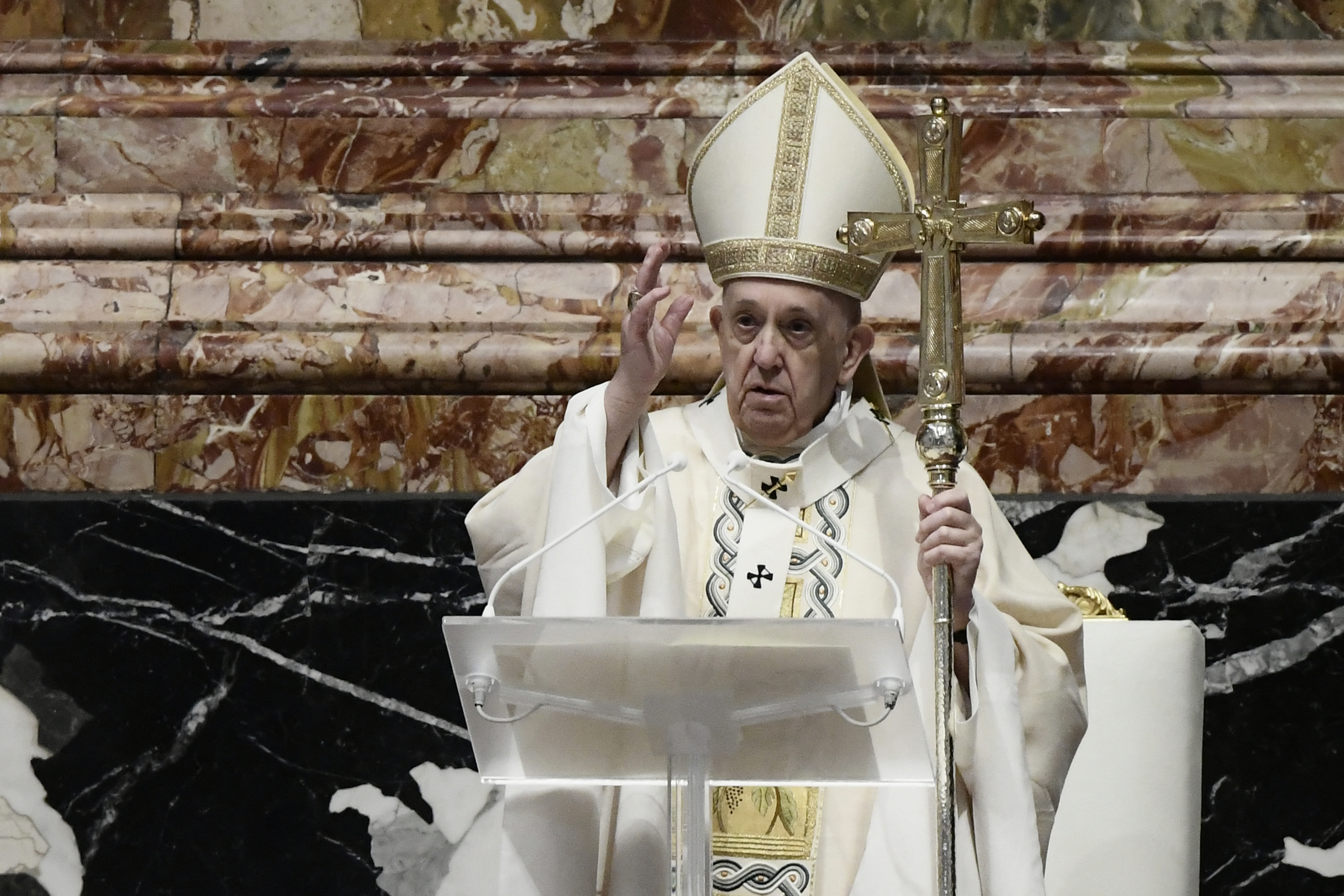 Urbi et Orbi: Ferenc pápa botrányosnak nevezte a járvány alatti fegyverkezést, és méltányos vakcinaelosztást kért