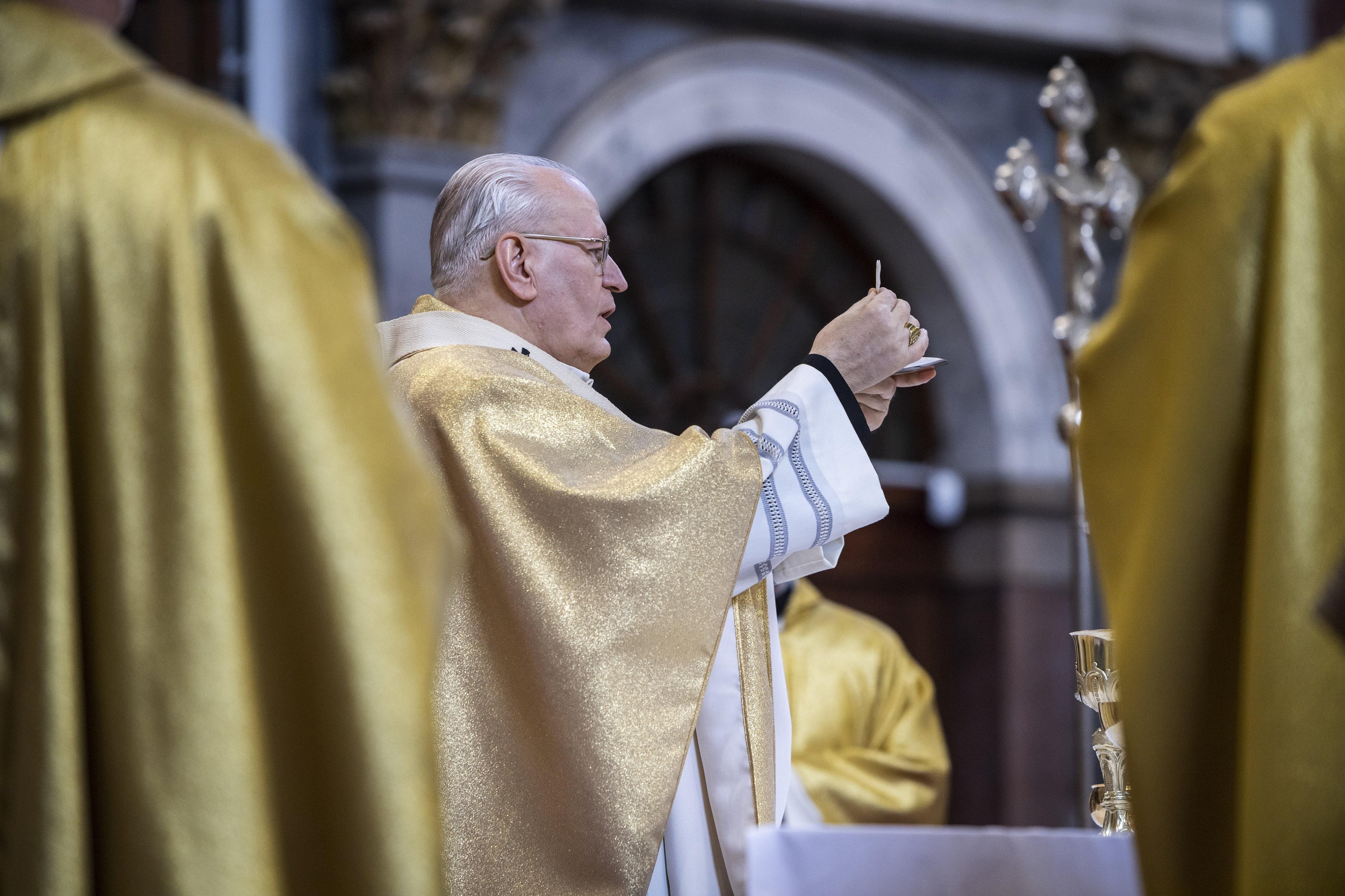 Egy magyar pap három áldozata találkozni akart Ferenc pápával