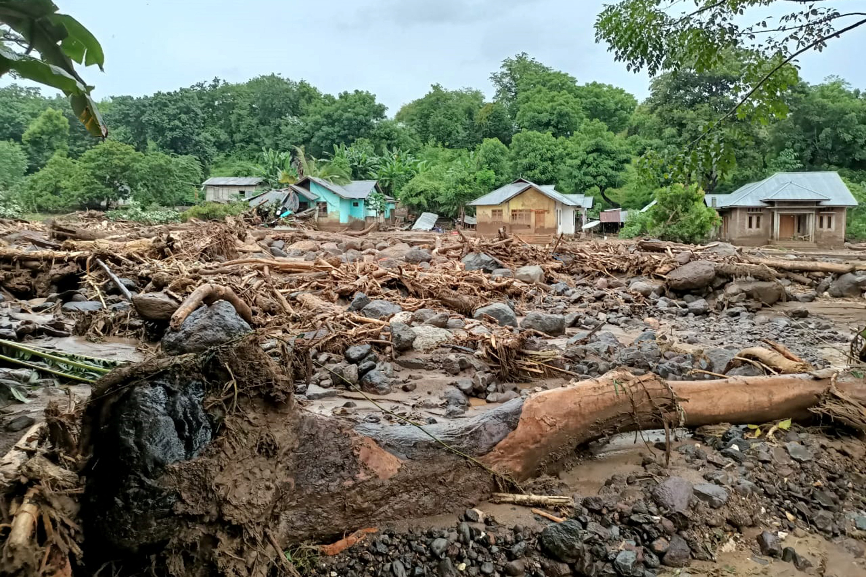 Legalább 101 ember halt meg áradásokban Indonéziában és Kelet-Timorban