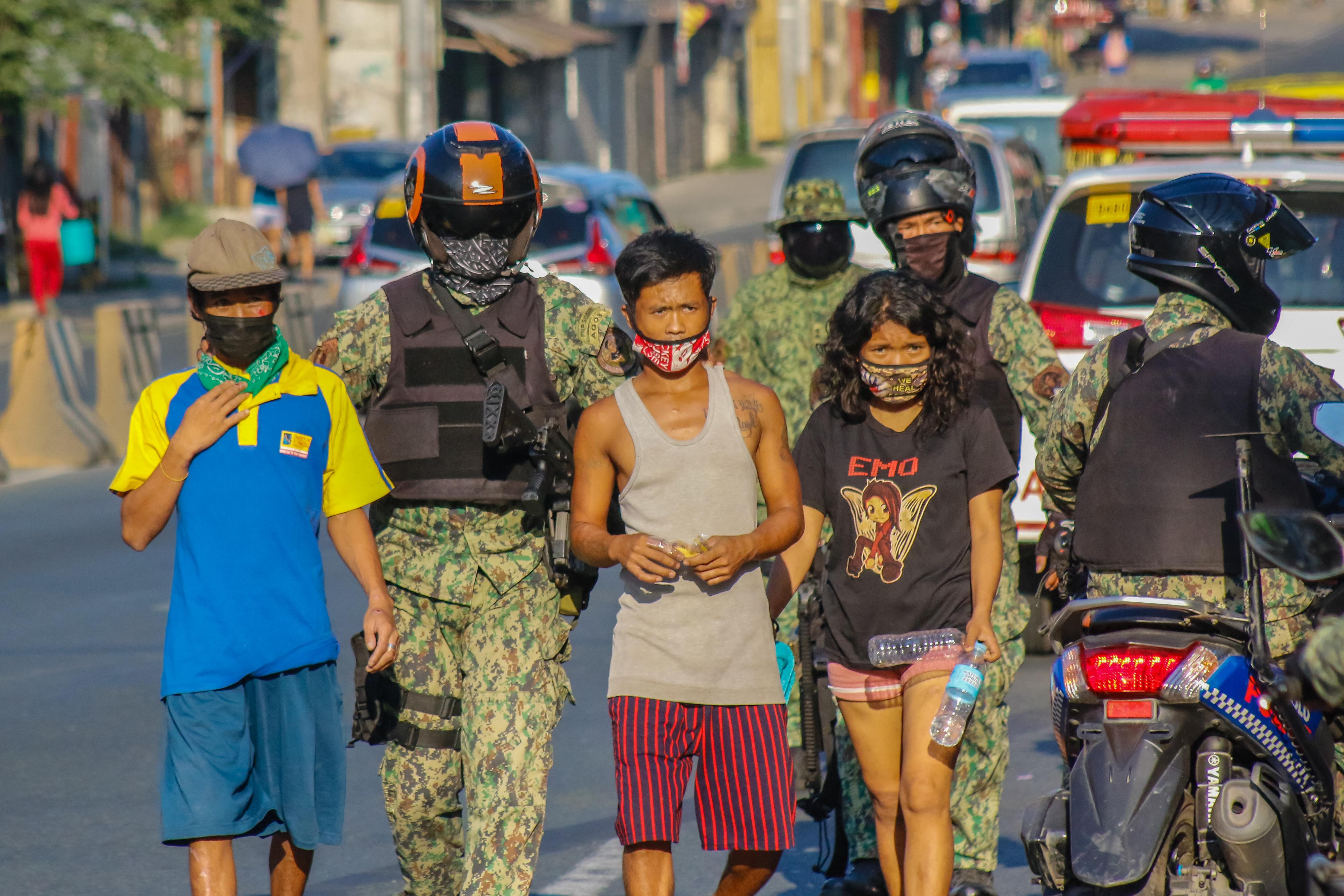 Megszegte a kijárási tilalmat, emiatt 300 guggolásra kényszerítették, amibe belehalt a Fülöp-szigeteki férfi