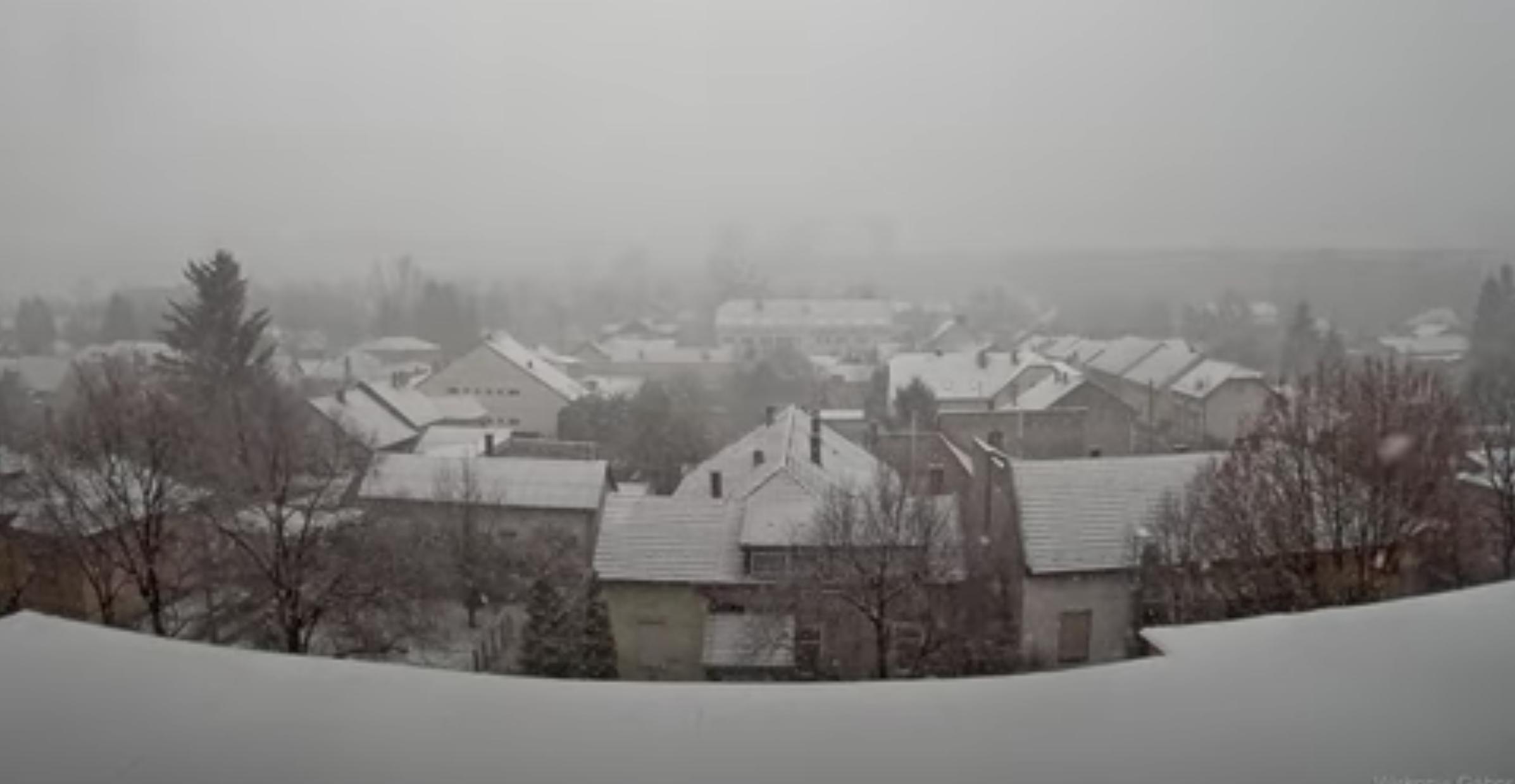 A fél országban havazik, sok helyen meg is maradt