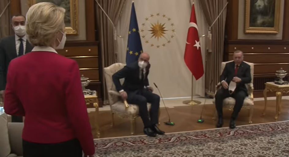 Nem jutott szék von der Leyennek, amikor az EU vezetői Erdoğannal tárgyaltak