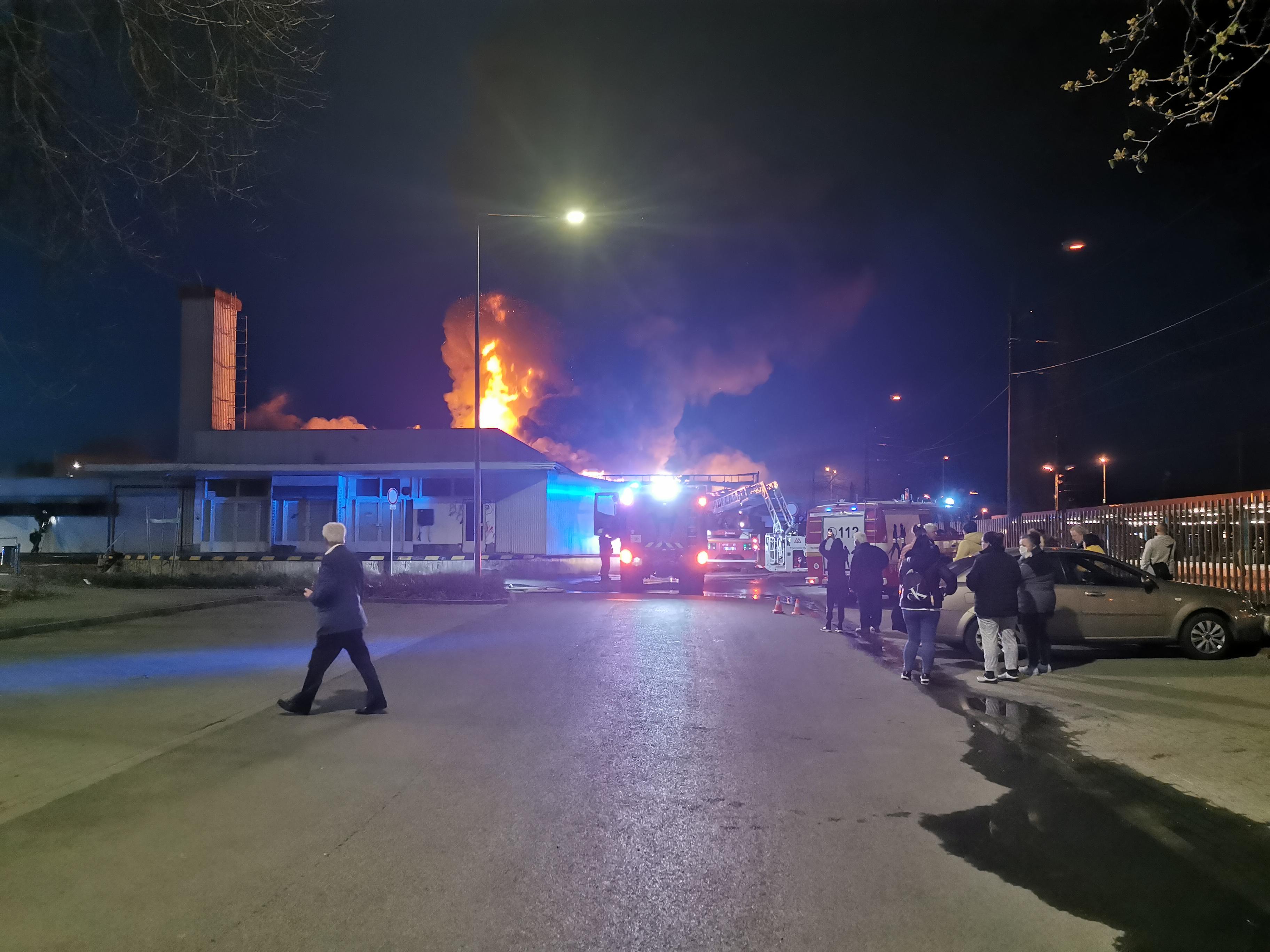 A szentendrei HÉV-állomás mellett leégett Spar dolgozói először lemondták a riasztást