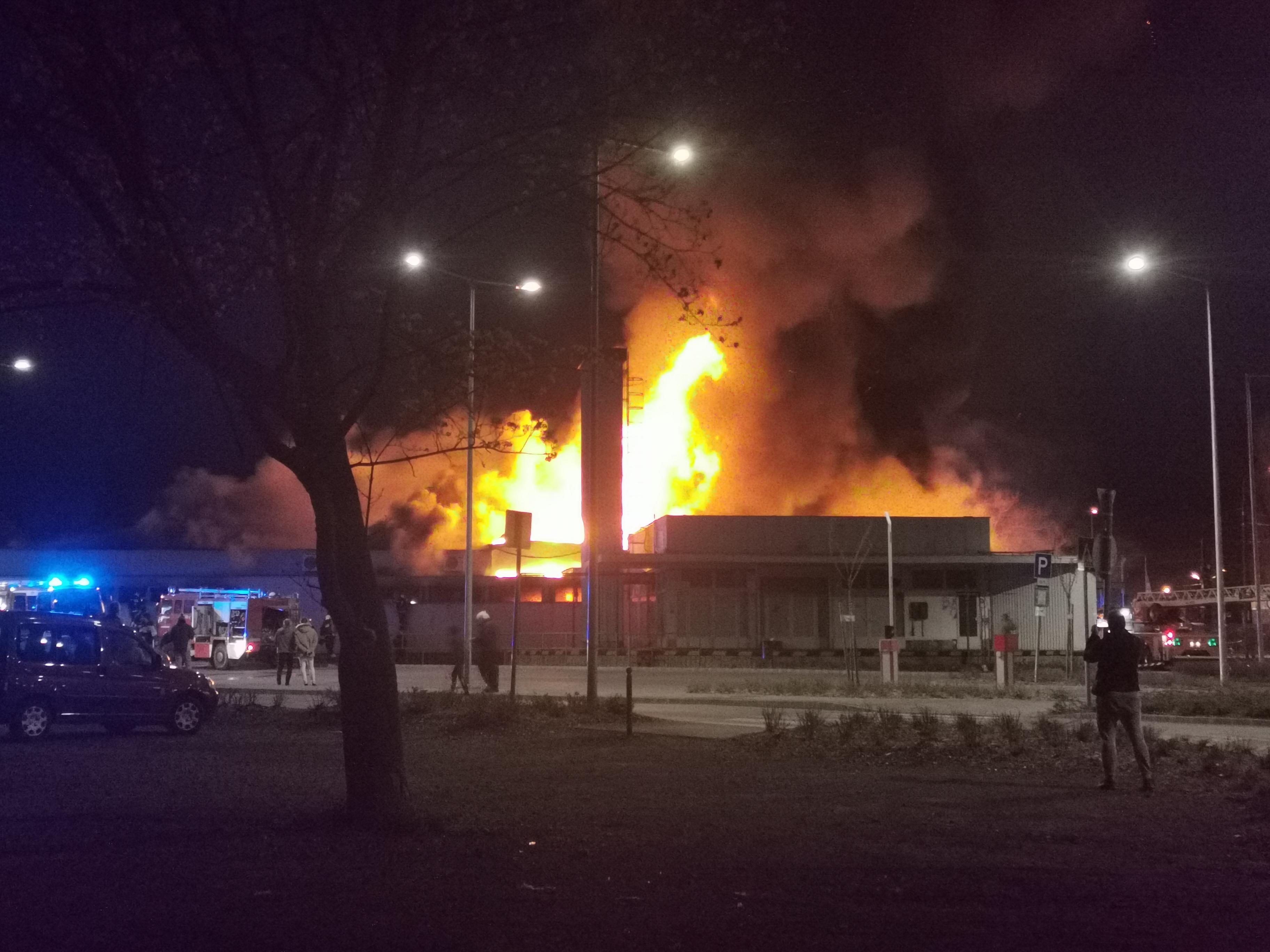 Spar: Több 100 millió forintos kárt okozott a szentendrei tűz