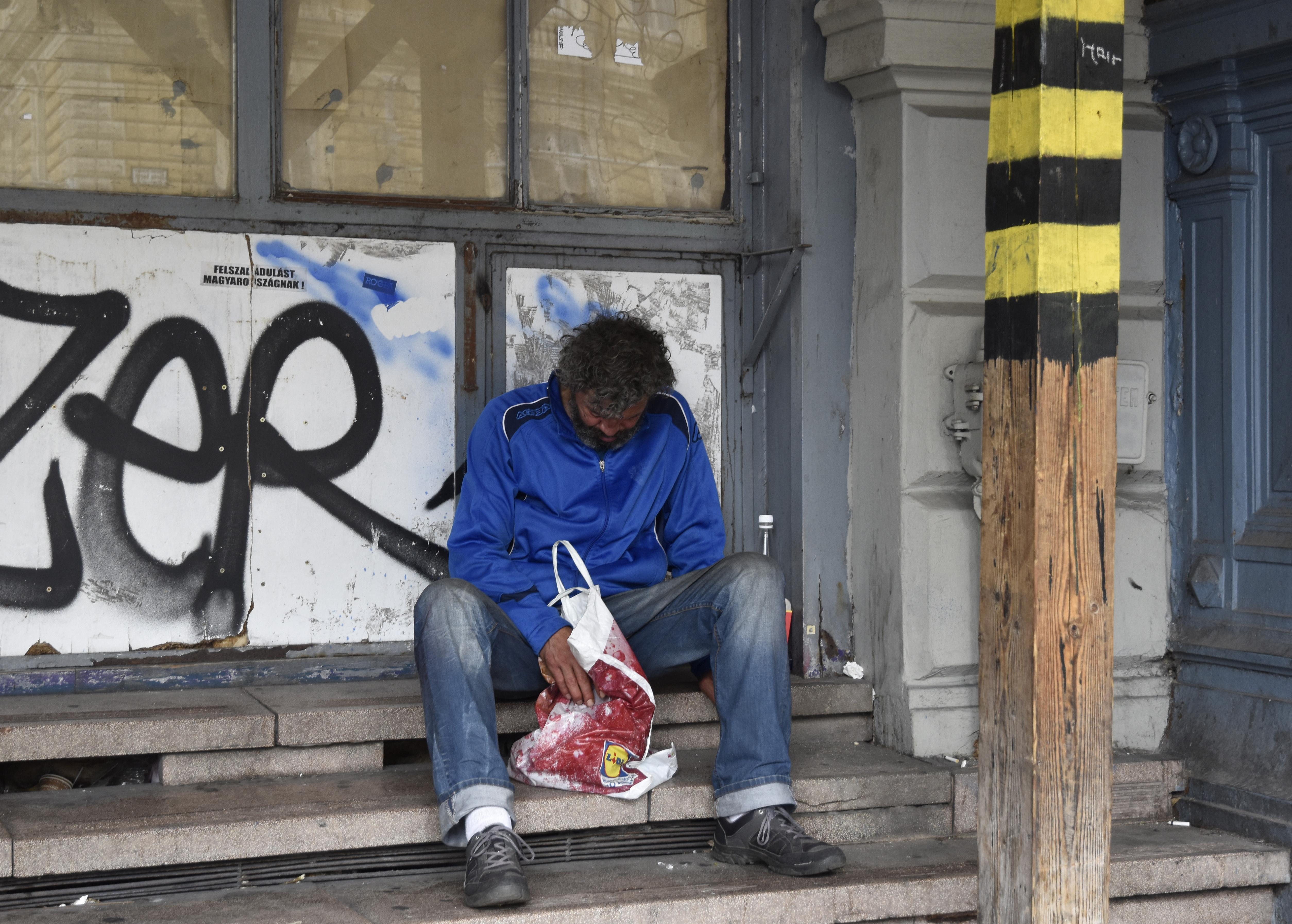 A hajléktalanoknak kevésbé egészségügyi, sokkal inkább egzisztenciális katasztrófát hozott a járvány
