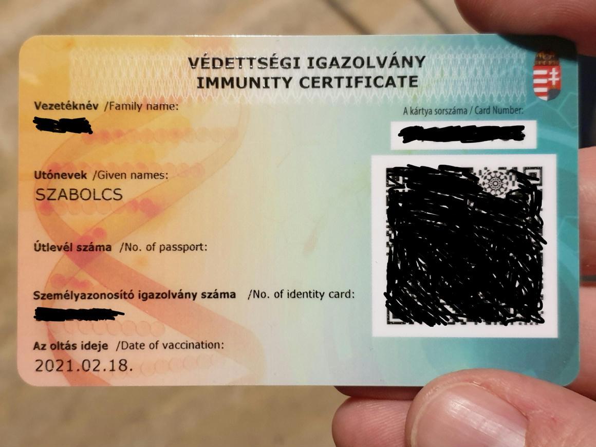 Titkolja a kormány, hogy mennyit költött az értelmetlen védettségi igazolványokra