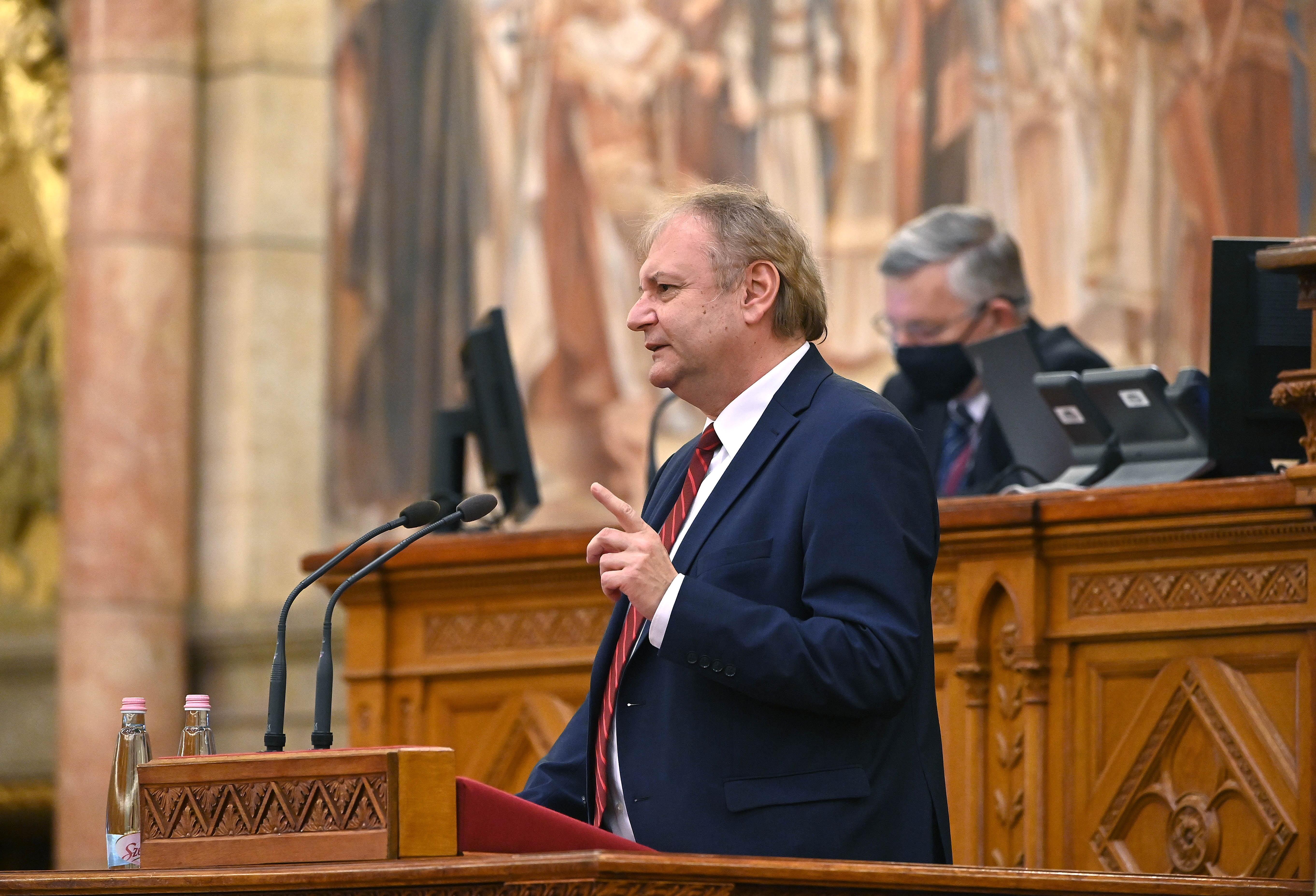 Az összes nagy ellenzéki párt Hiller Istvánt támogatja az előválasztáson