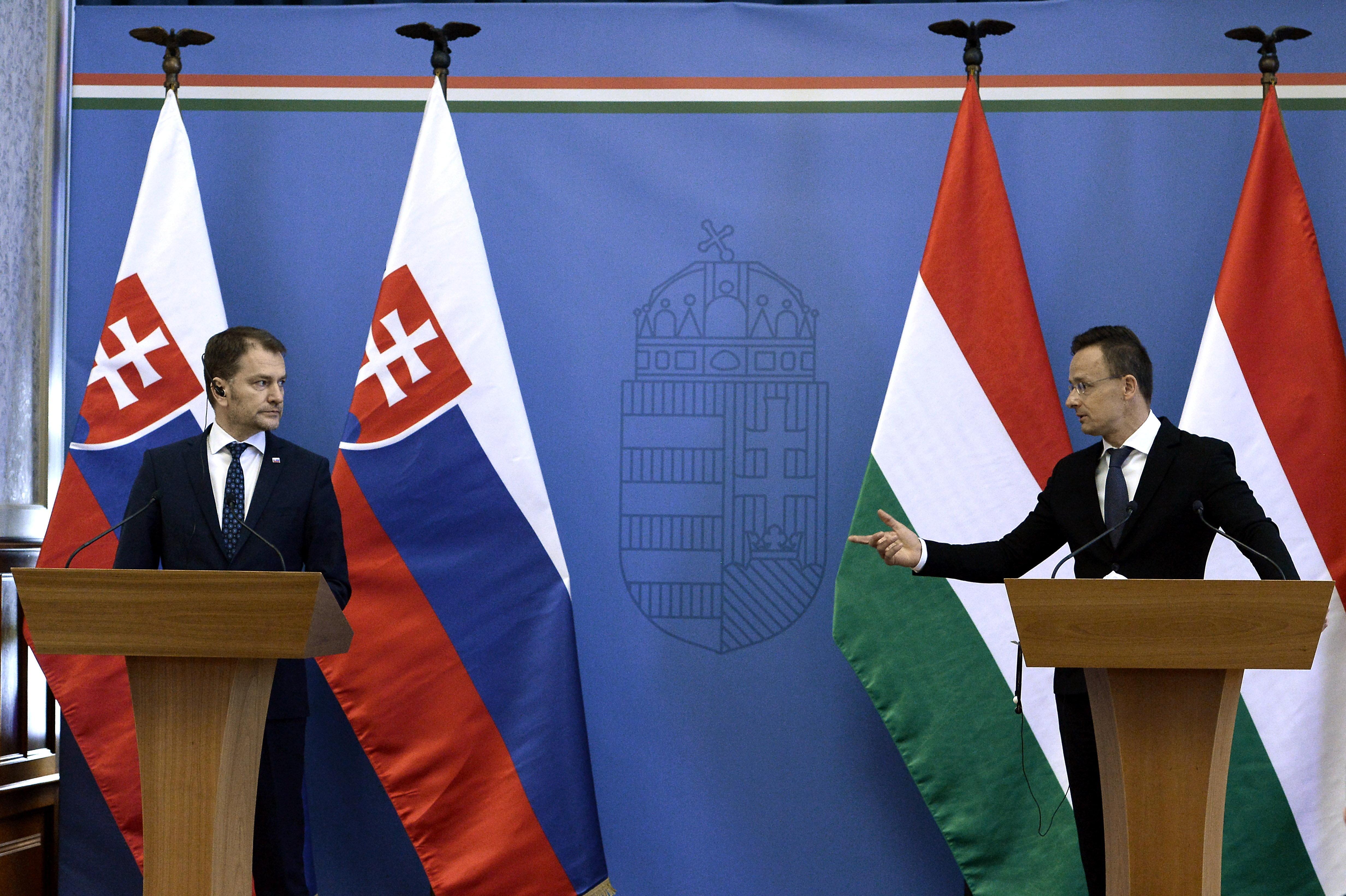 Még mindig nem sikerült megállapodni Szlovákiával az oltási igazolványok elismeréséről