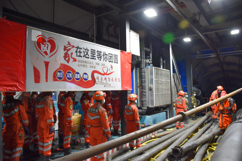 Huszonegy bányászt kell kimenteni egy elárasztott kínai szénbányából
