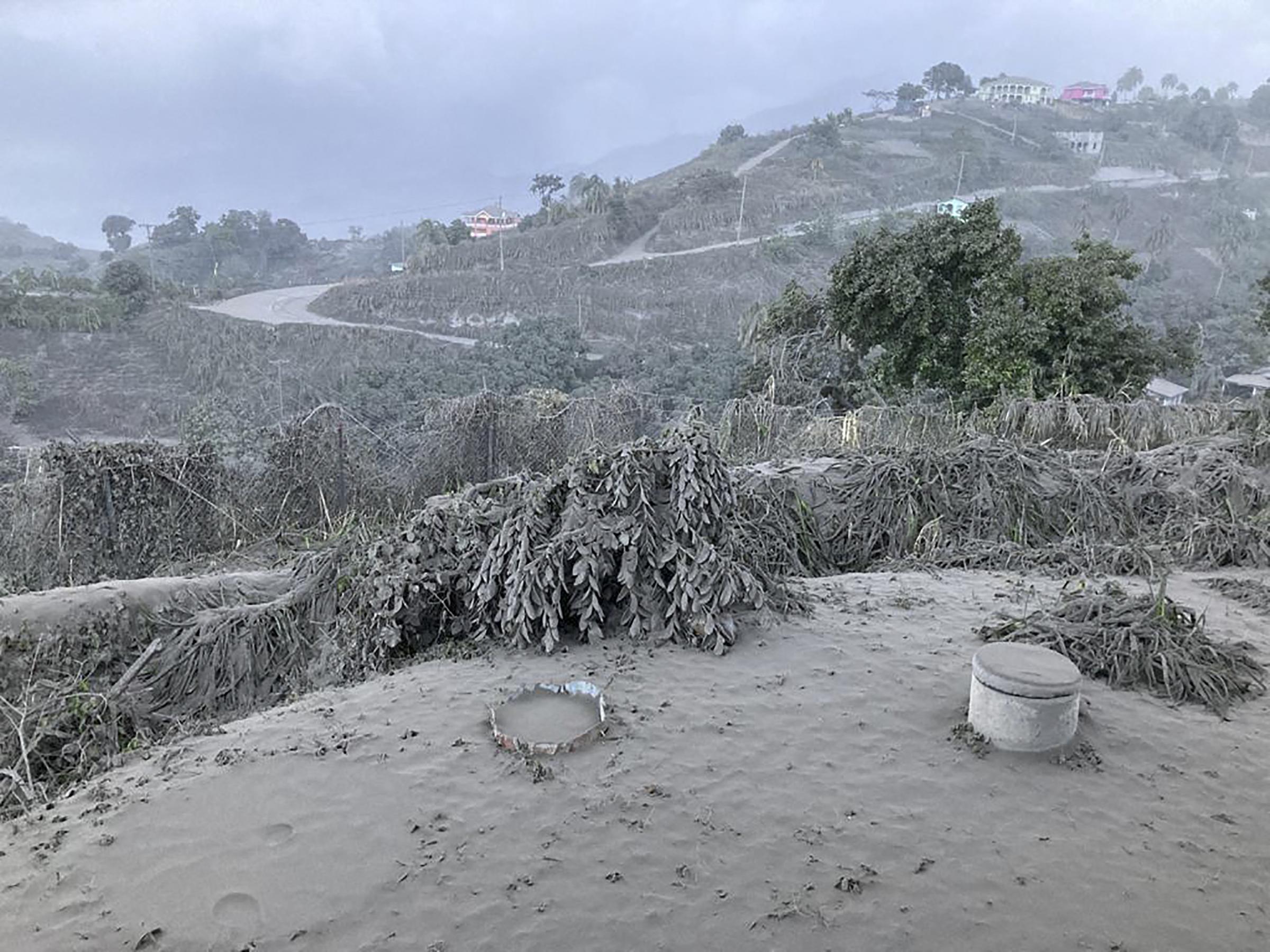 Vastag hamuréteg lepte el Saint Vincent szigetét az újabb vulkánkitörés után