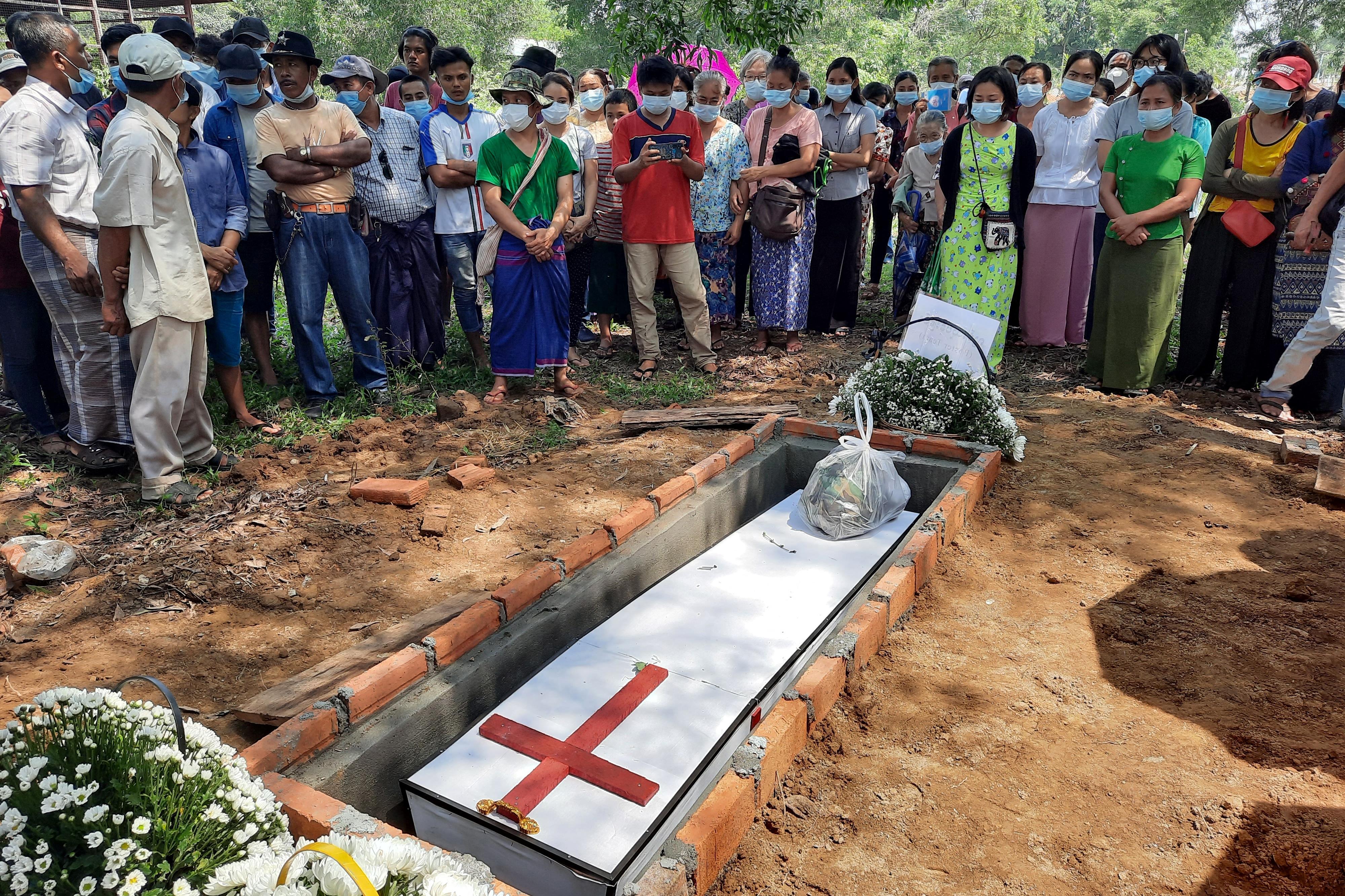 Mianmarban a hadsereg pénzt számol fel azoknak, akik vissza akarják kapni a tüntetések során elhunyt hozzátartozóik holttestét