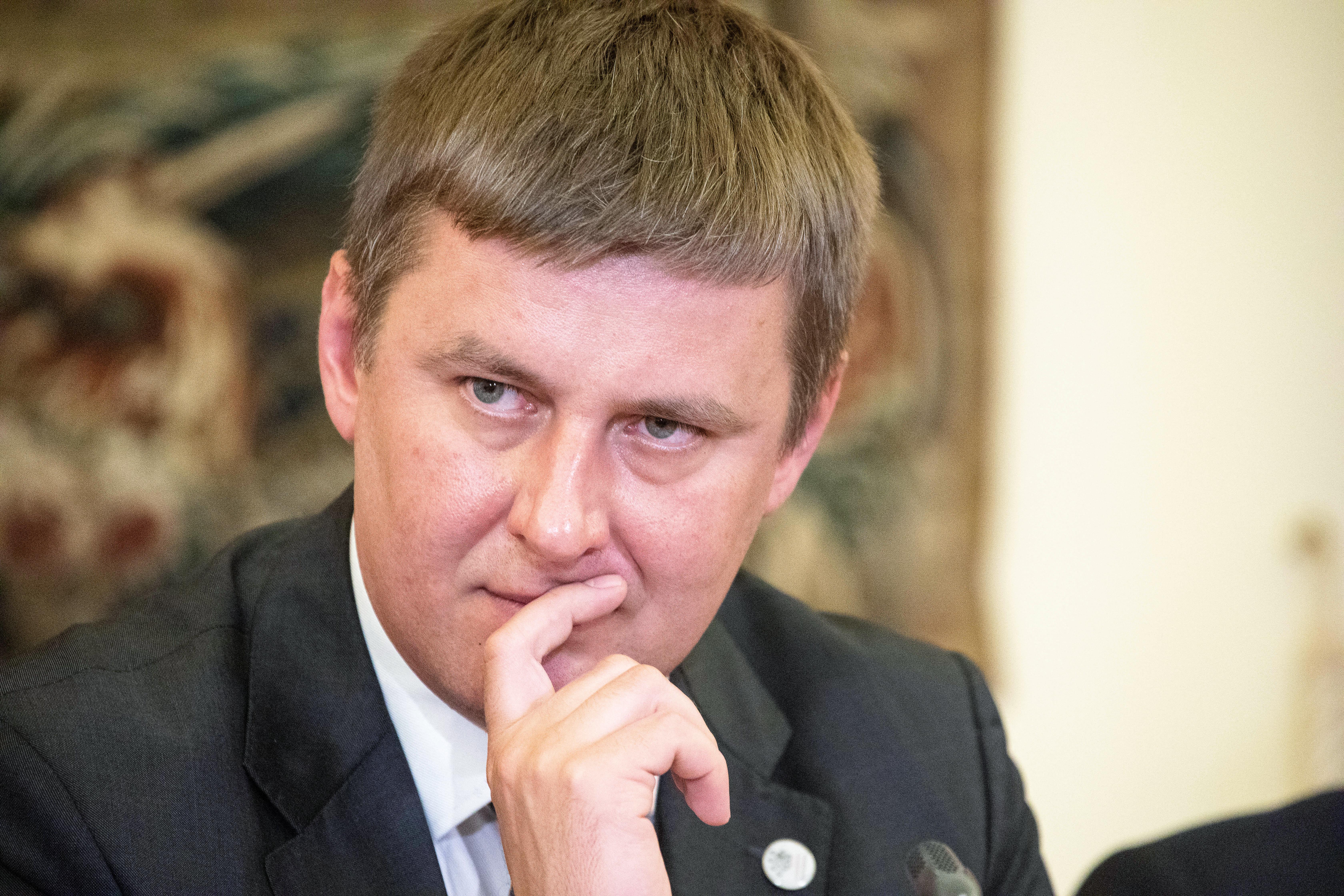 Menesztik a cseh külügyminisztert, aki nem támogatta az orosz vakcina beszerzését