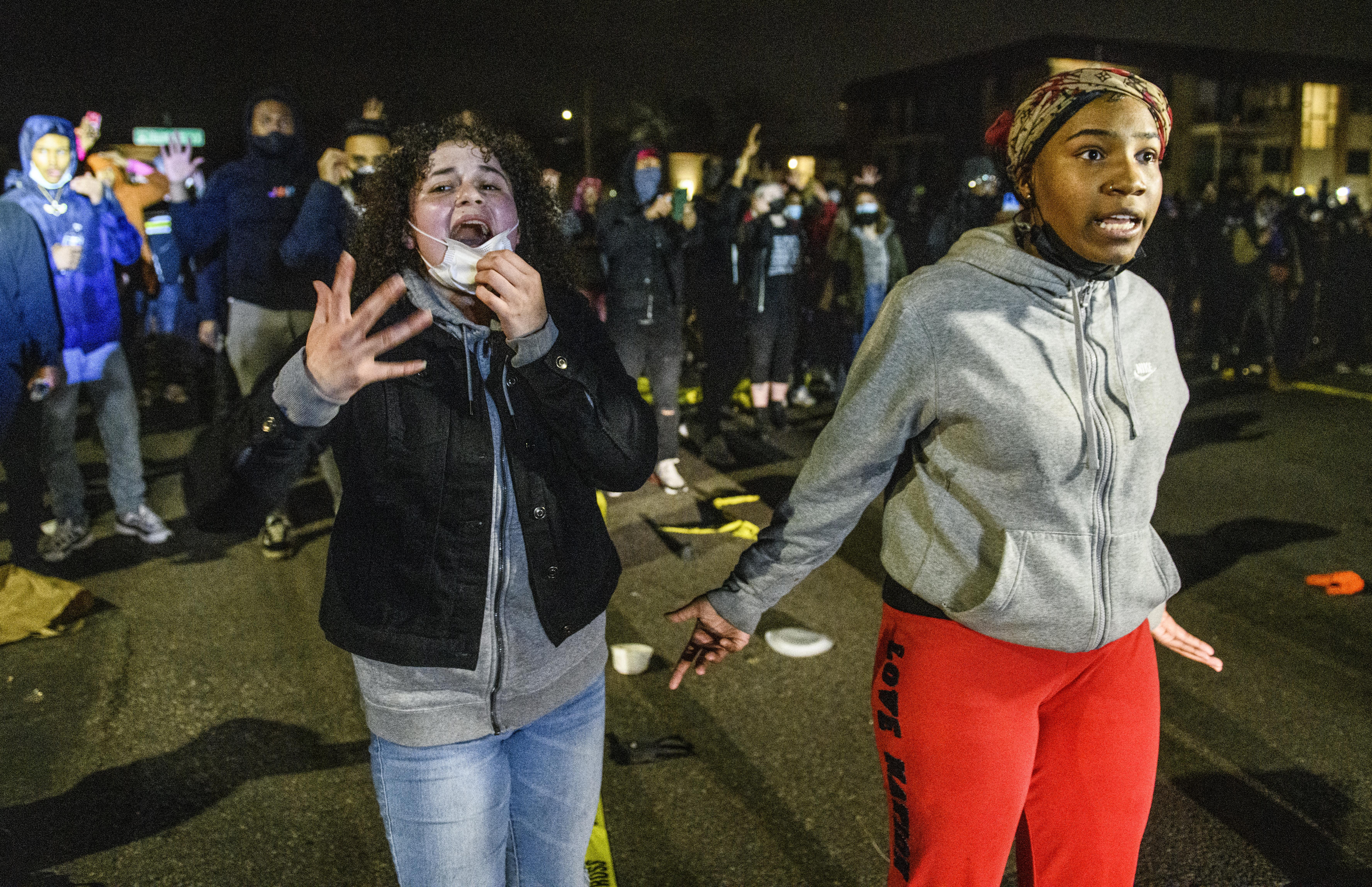 Tiltakozások robbantak ki Minneapolisban, miután rendőrök lelőttek egy fekete fiatalt