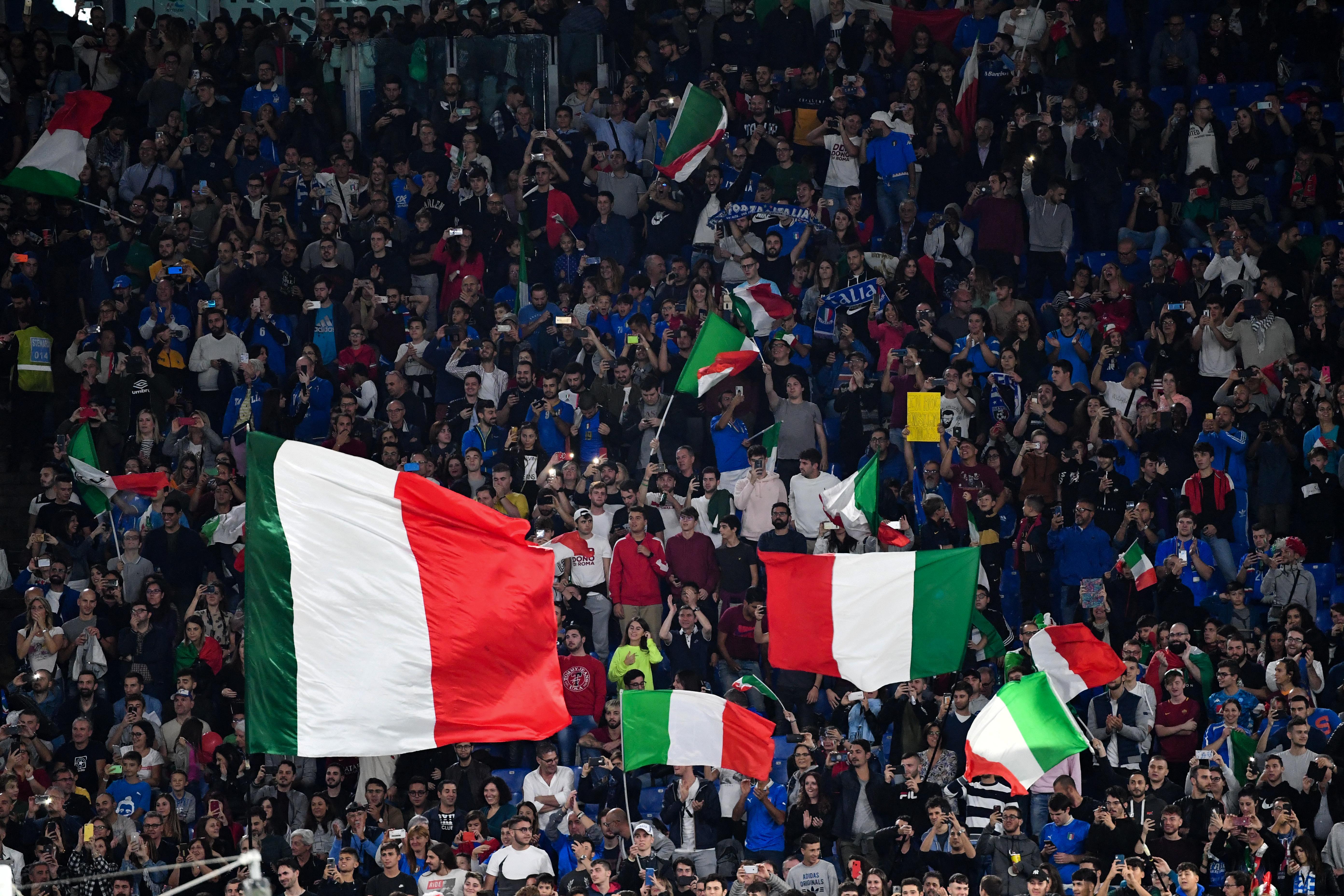 Az olasz kormány szakértője szerint képtelenség most megmondani, hány nézővel lehet nyáron foci Eb-t rendezni