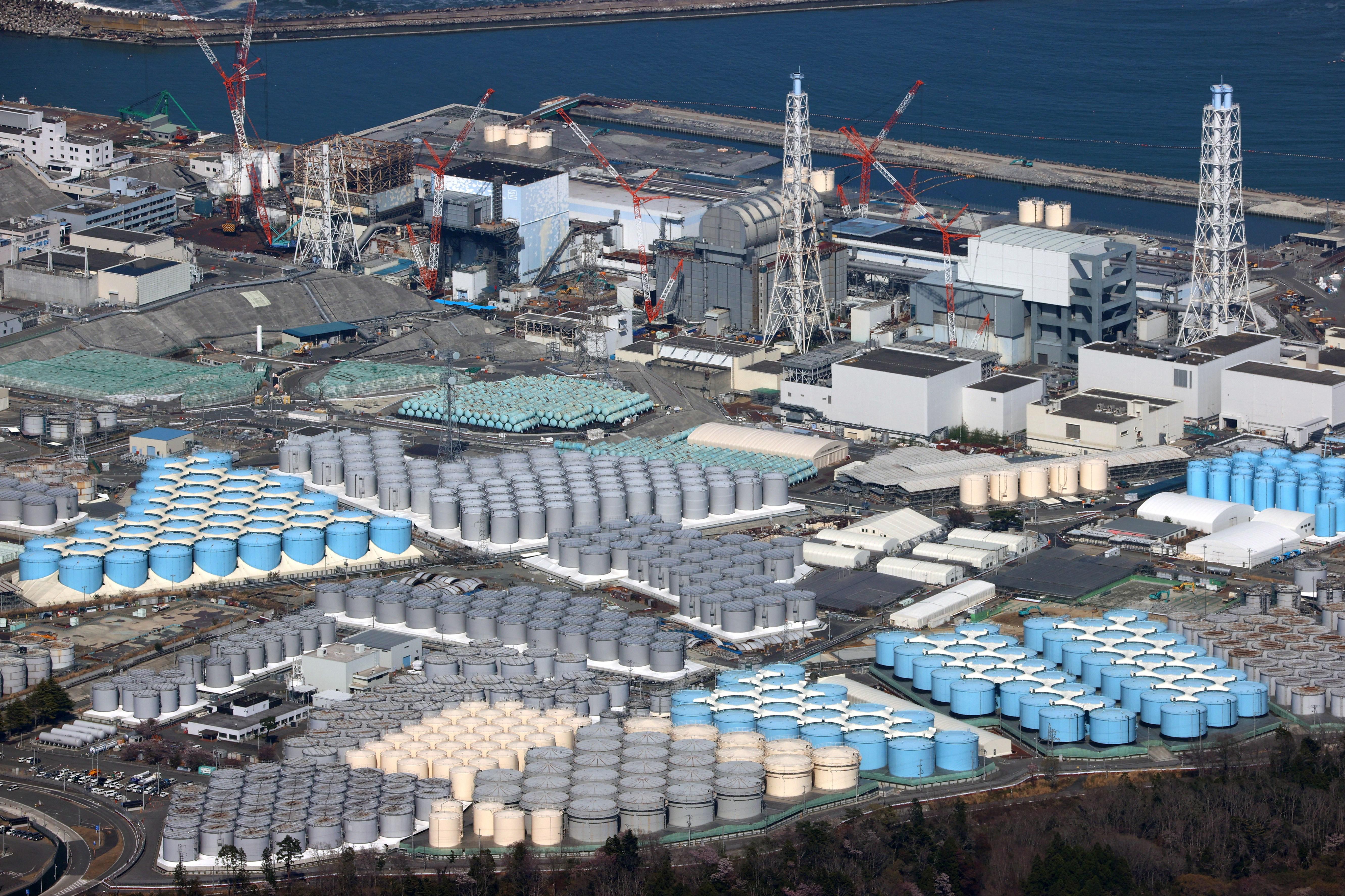 Japán bejelentette, hogy az óceánba öntik a fukusimai atomerőmű radioaktívan szennyezett vizét
