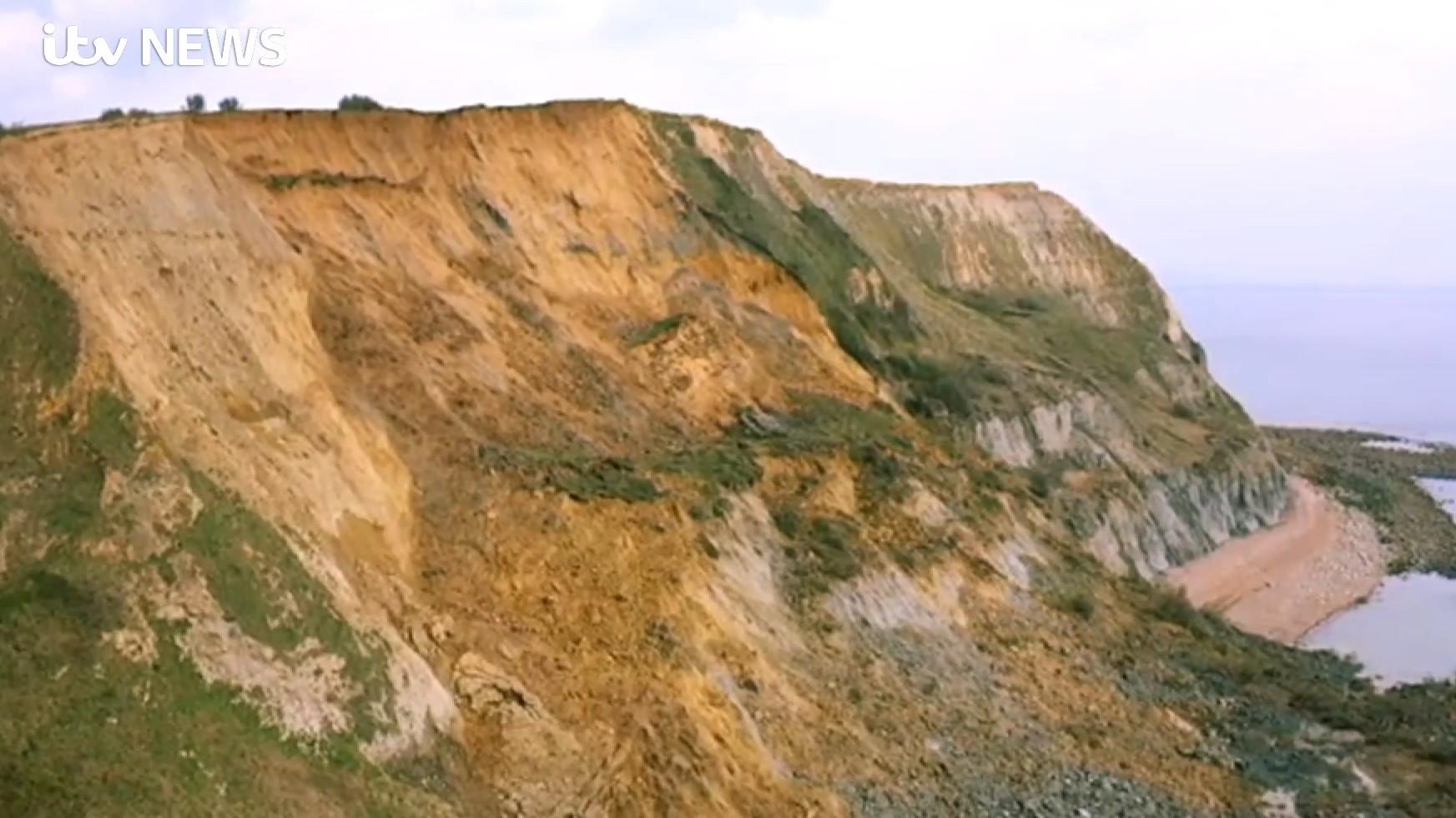 Leomlott egy hatalmas szakasz a világörökség részét képző Jurassic Coast parti szirtjeiből