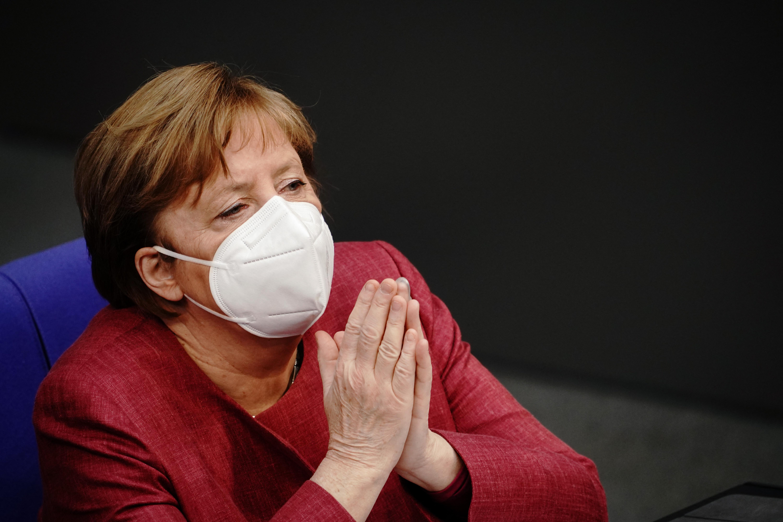 Merkel szerint elengedhetetlen újabb korlátozásokat bevezetni ahhoz, hogy megtörjék a járványt