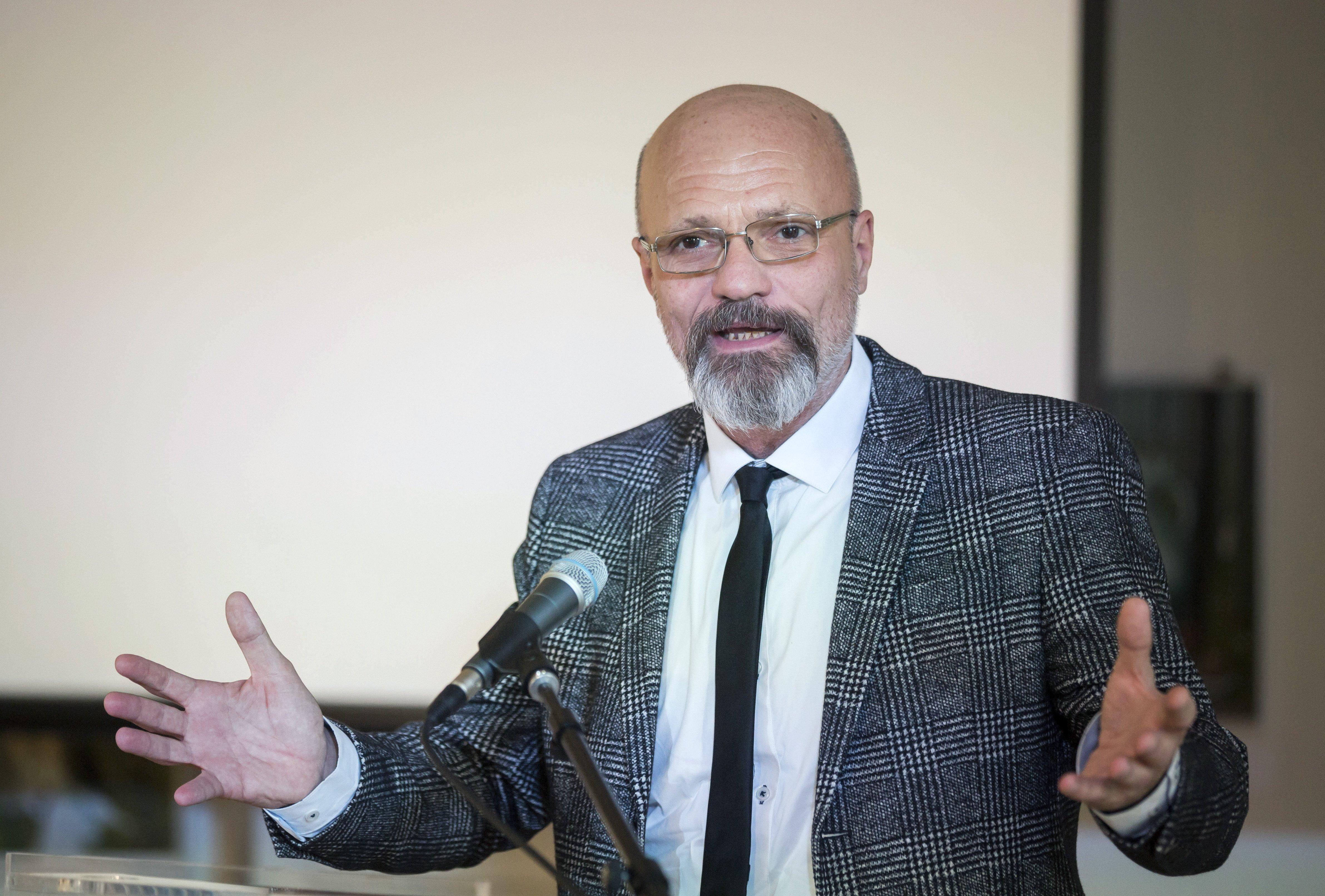 Kásler tanácsadója megvizsgáltatná Zacher nyilatkozatát, aki arról beszélt, Orbánnak el kell számolnia a halottakkal, és be kellene engedni a sajtót a kórházakba