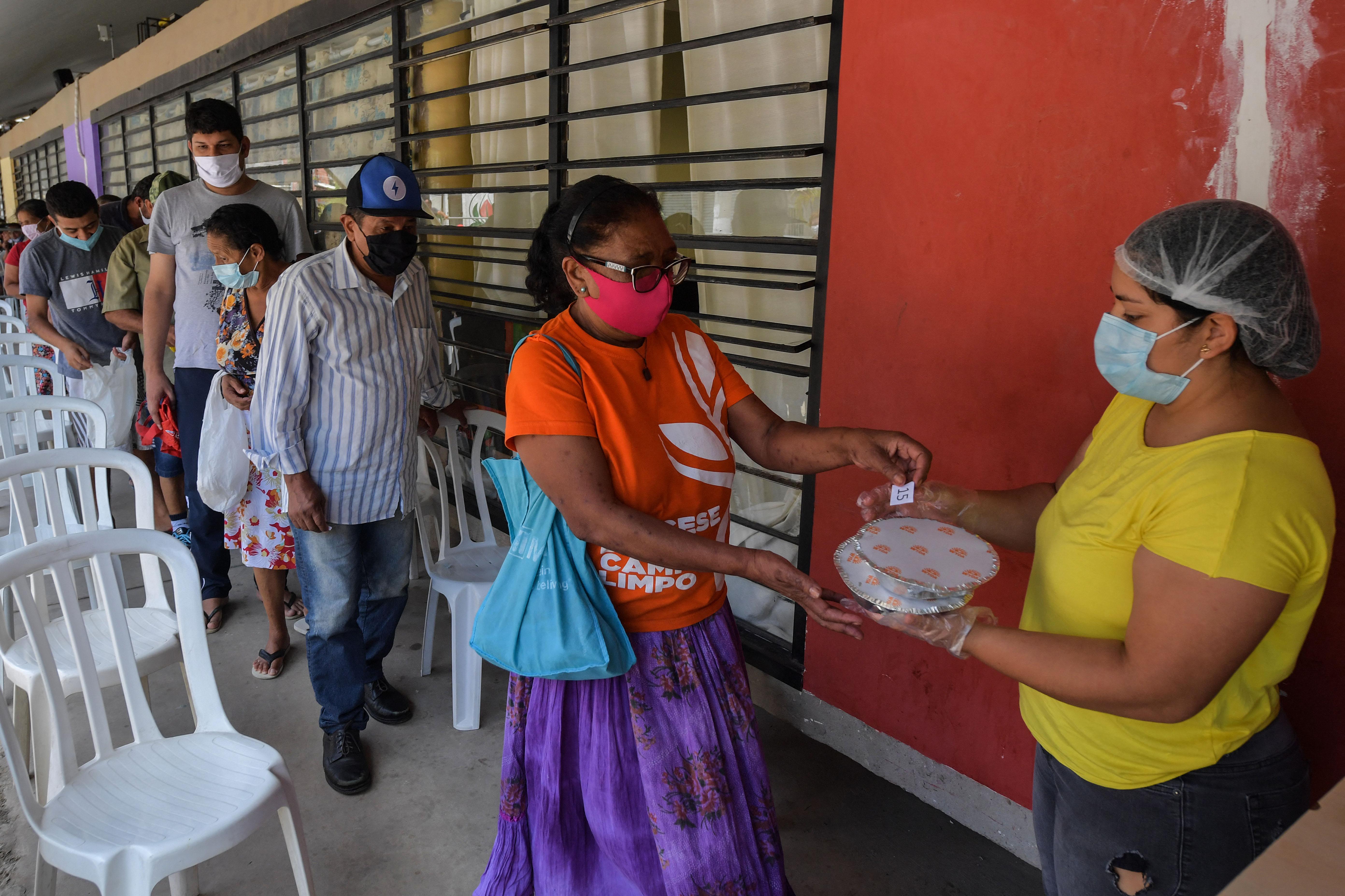 Egyre több ember éhezik a járvány miatt Brazíliában