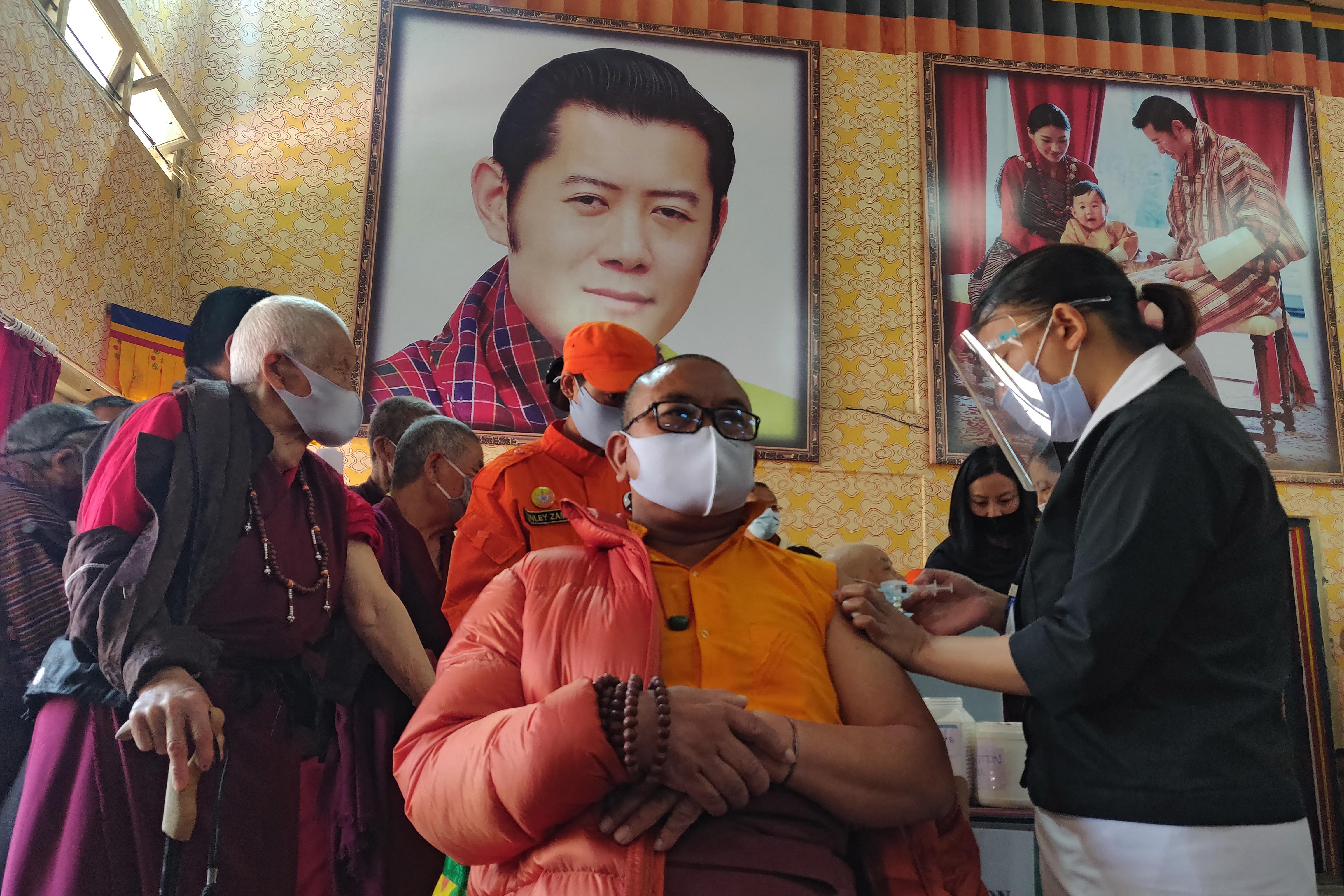 Három hét alatt szinte mindenkit beoltottak Bhutánban, de mégis hogyan?