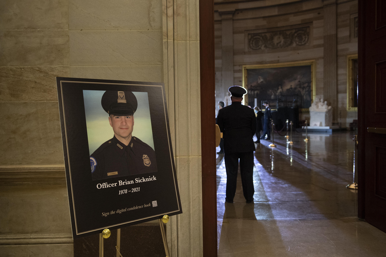 Kiderült, hogy a Capitolium ostrománál megsérült rendőr halálát valójában sztrók okozta