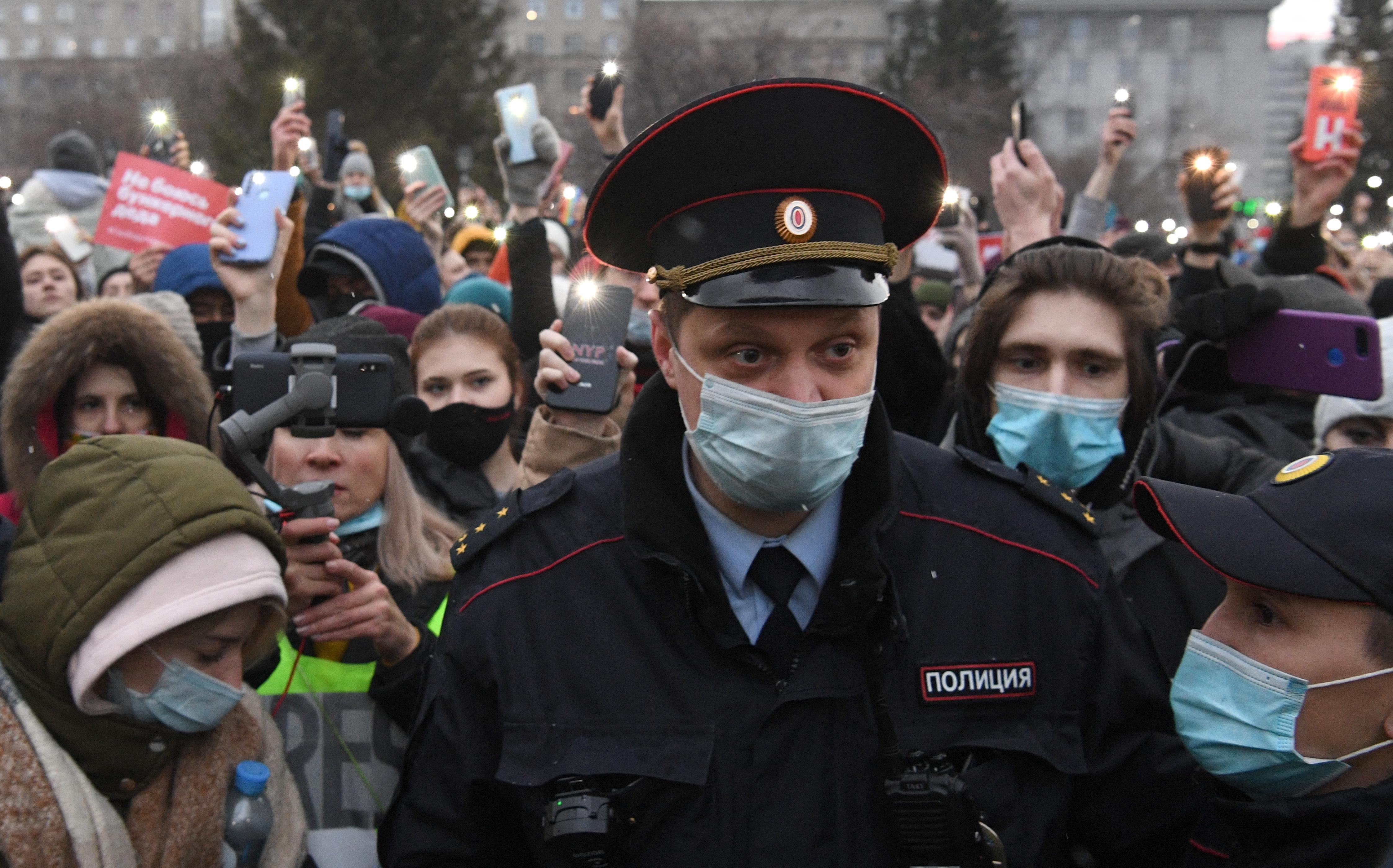 Oroszország-szerte tüntetnek Navalnij mellett, már 285 embert őrizetbe vettek